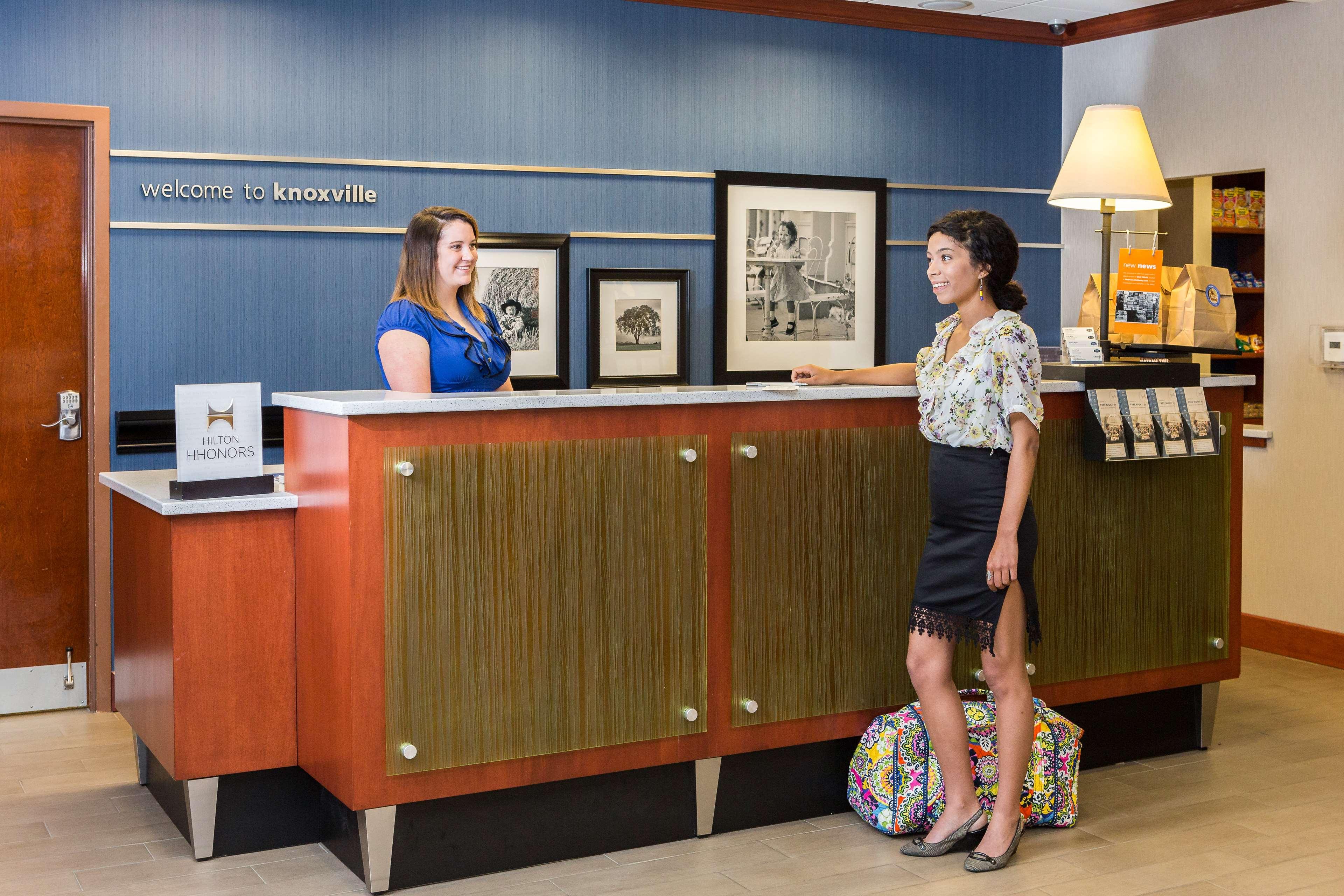 Hampton Inn & Suites Knoxville-Downtown image 8