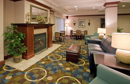 Holiday Inn Express & Suites Lawrence image 3