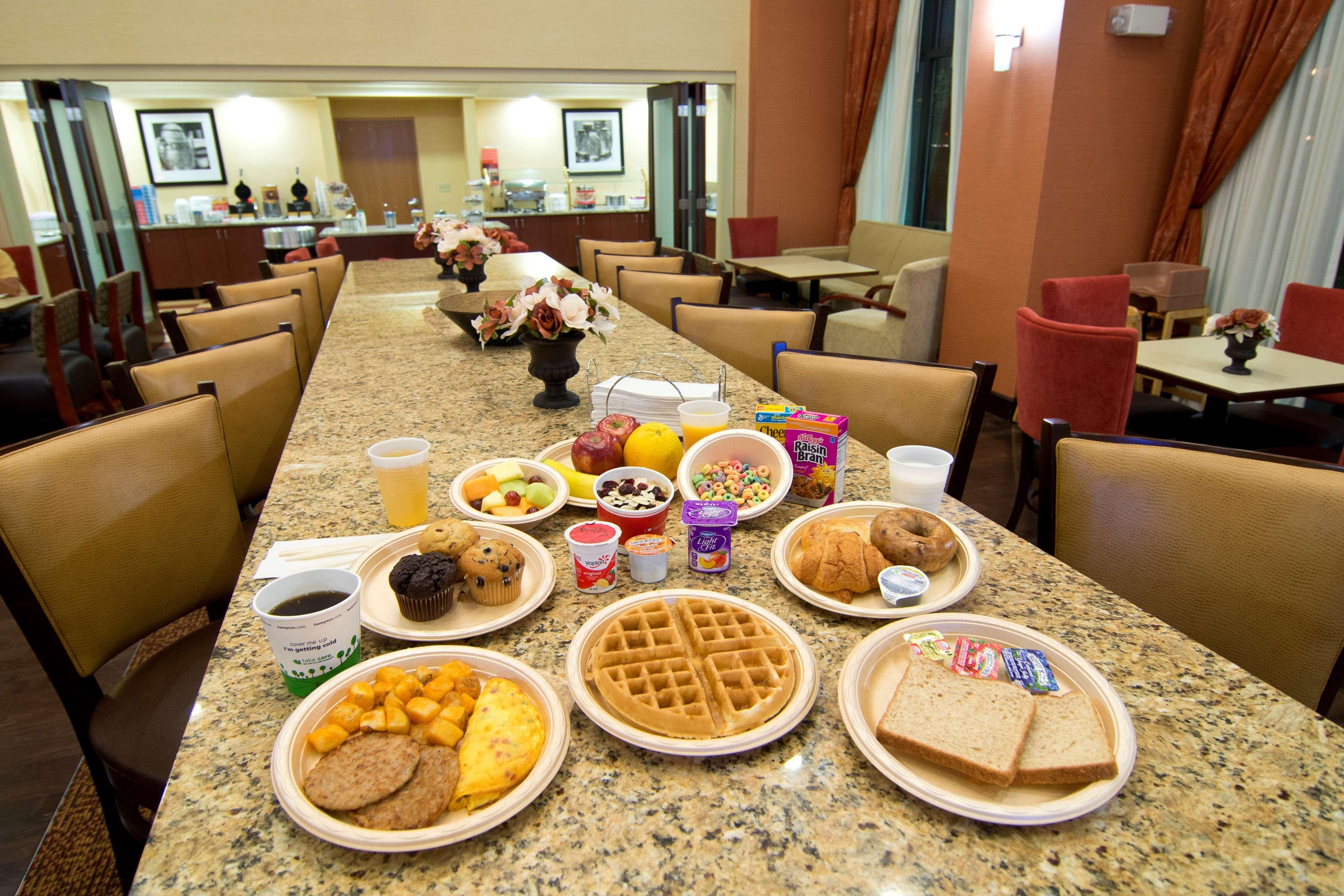 Hampton Inn & Suites Orlando Intl Dr N image 6
