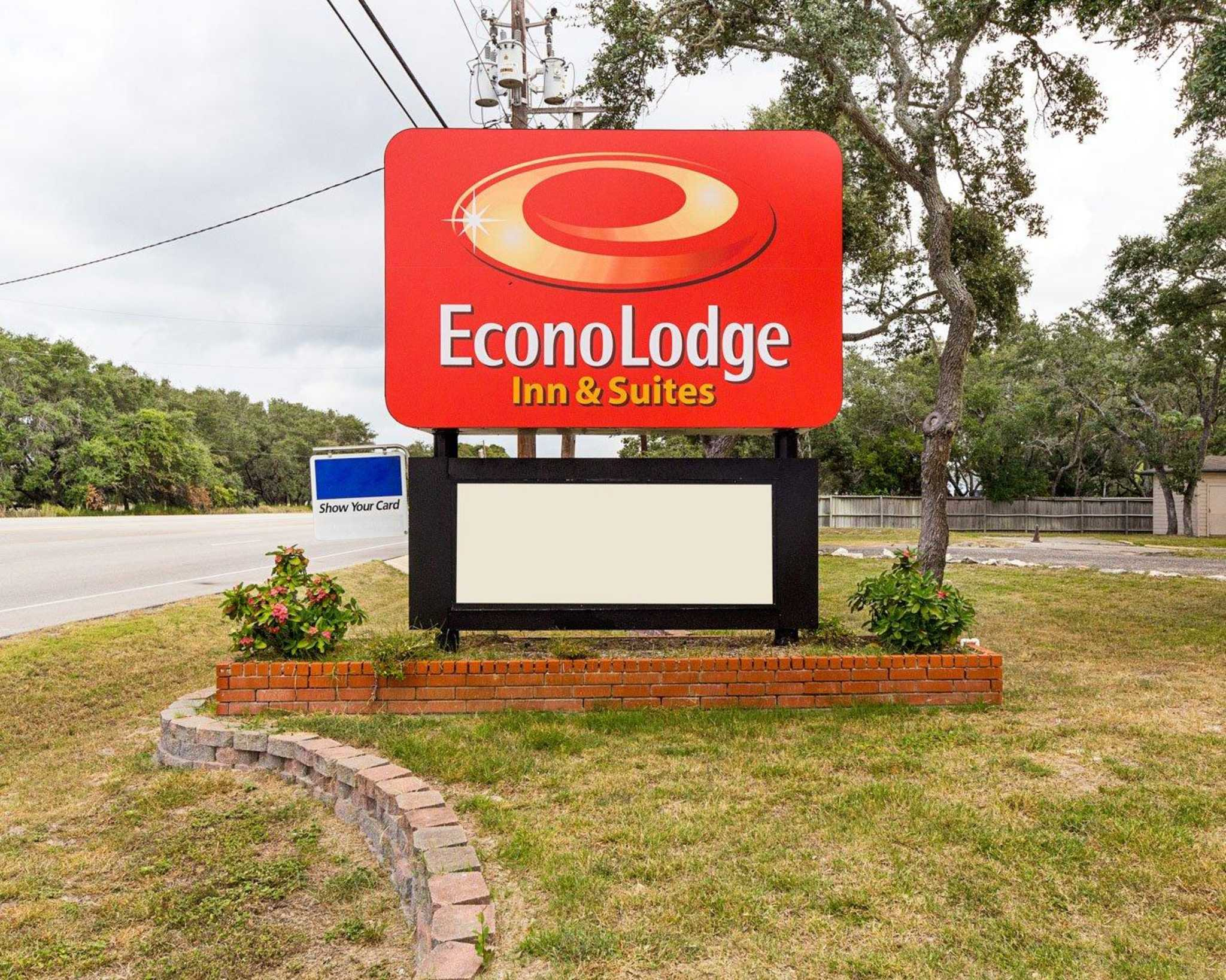Econo Lodge Inn & Suites Fulton Rockport image 3