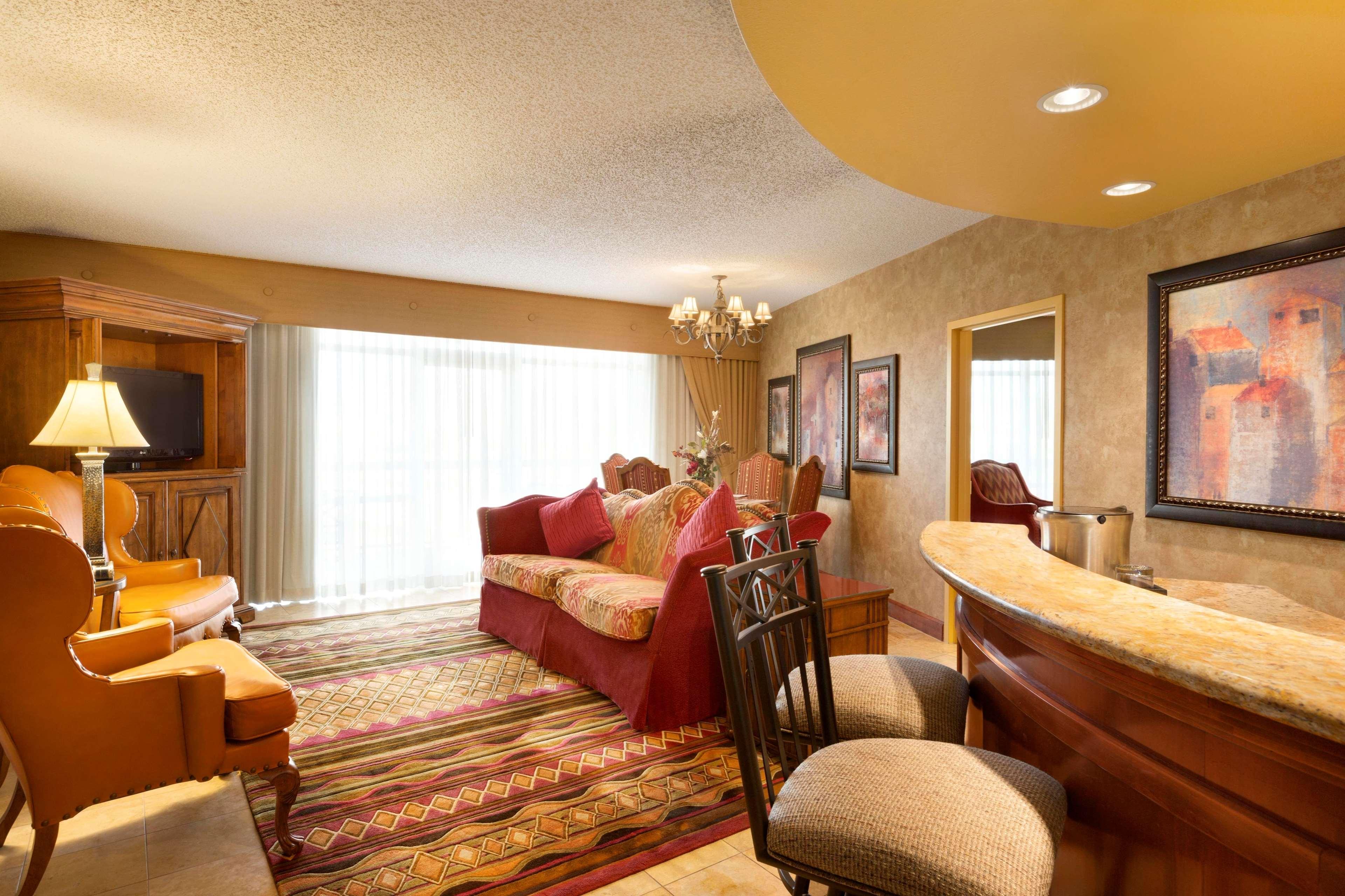 Embassy Suites by Hilton Albuquerque Hotel & Spa image 19