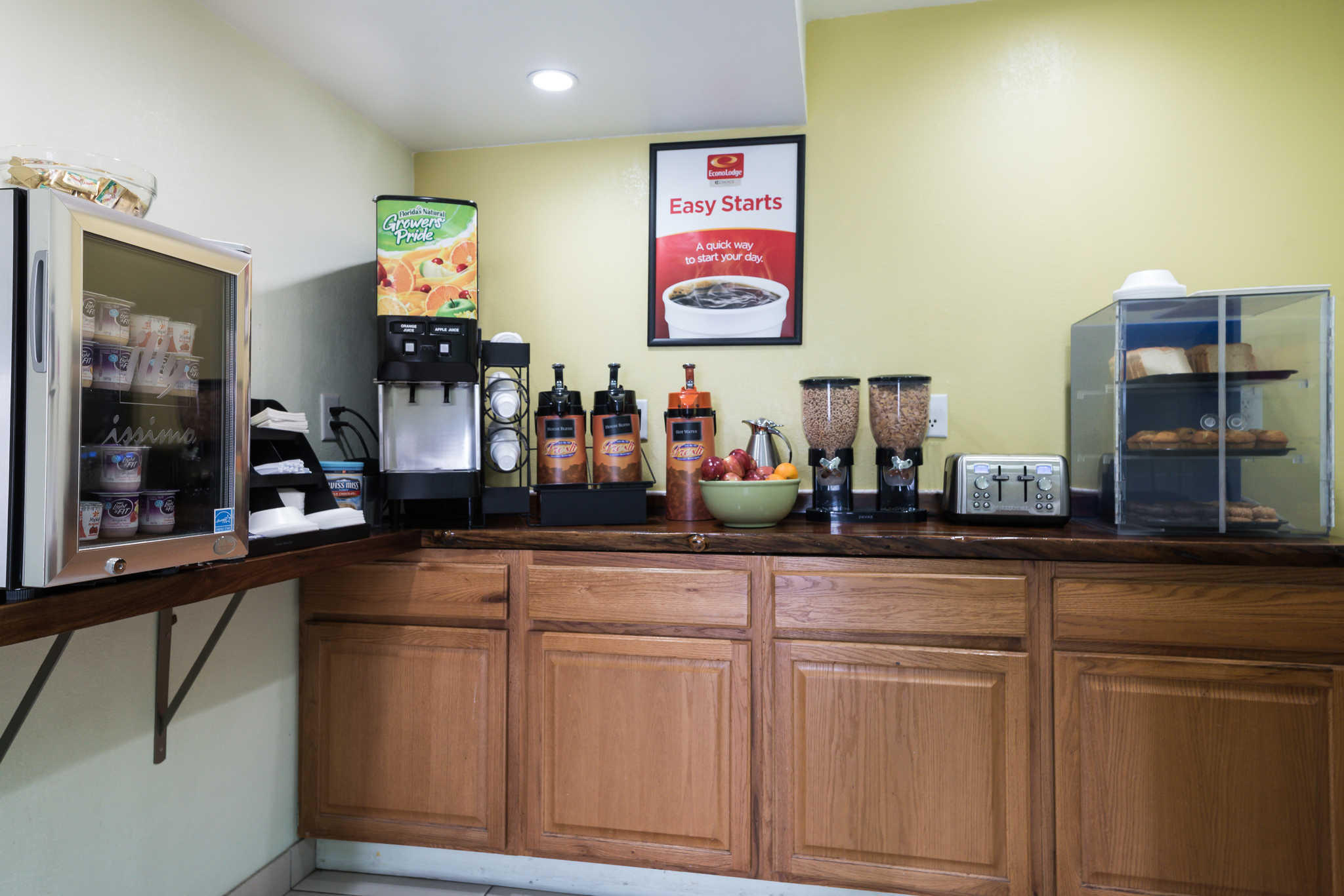 Econo Lodge Inn & Suites image 20