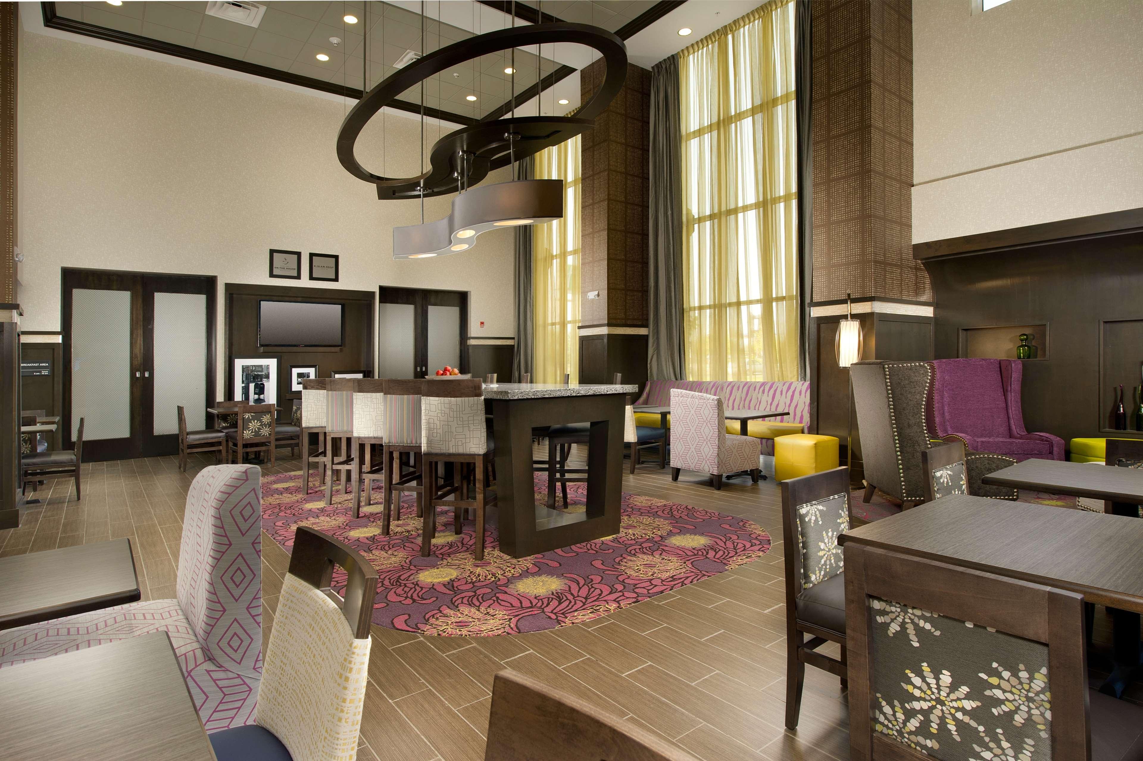 Hampton Inn & Suites Buffalo Airport image 6