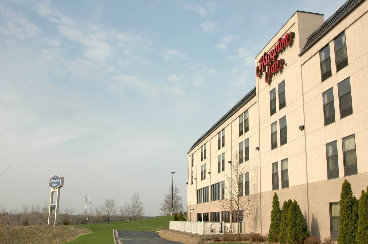 Hampton Inn Grand Rapids-North image 3