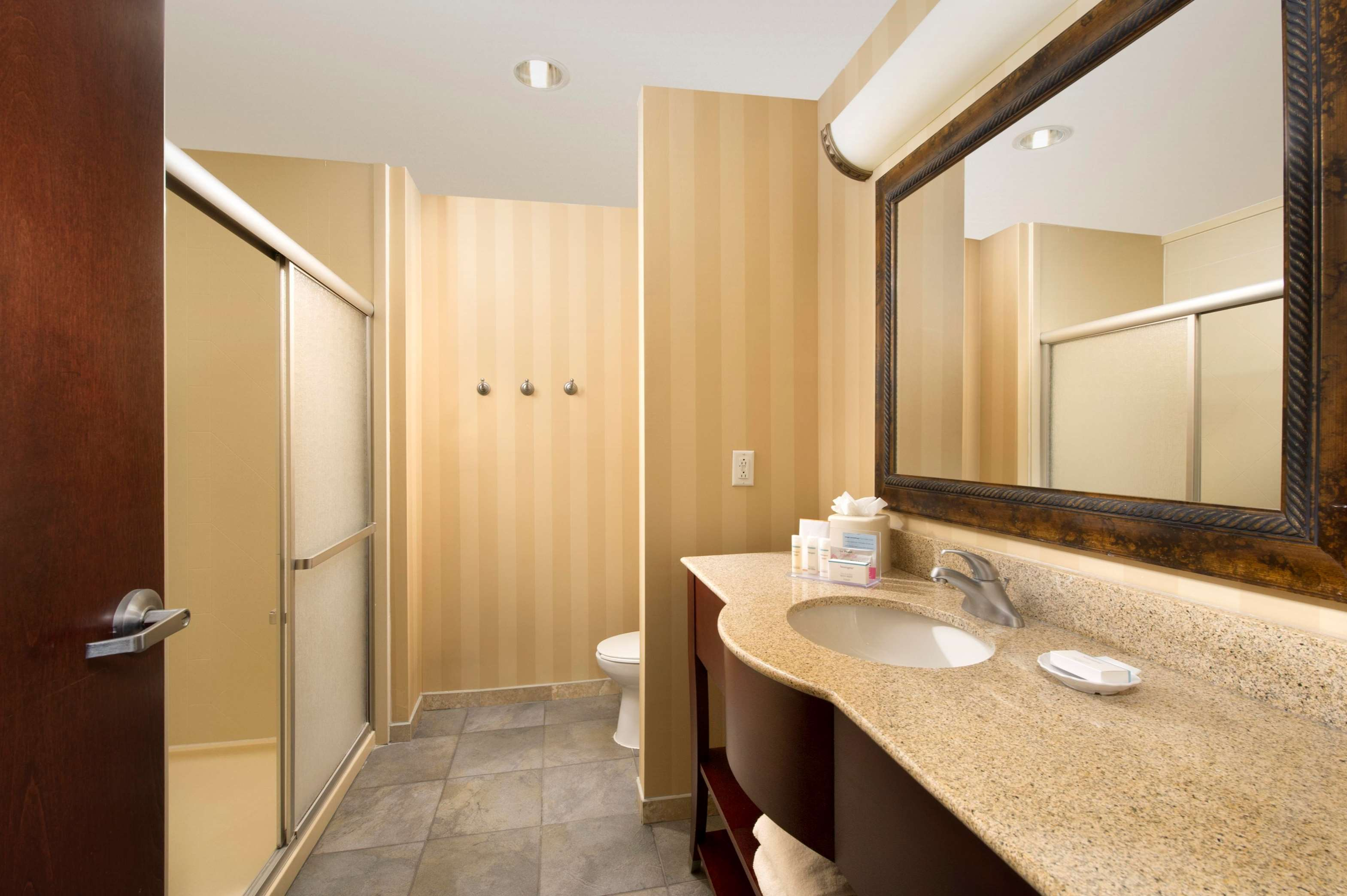 Hampton Inn & Suites San Antonio-Airport image 24