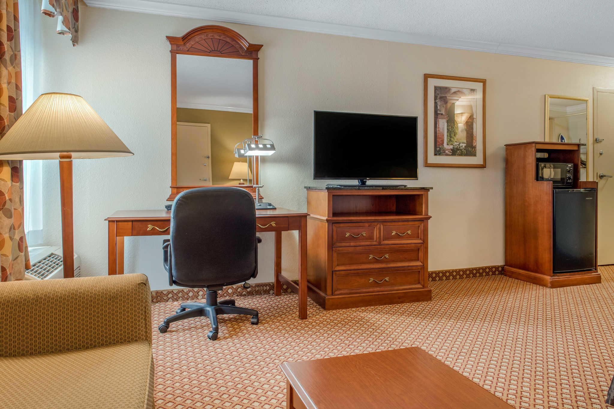 Quality Hotel - Cincinnati Blue Ash image 18