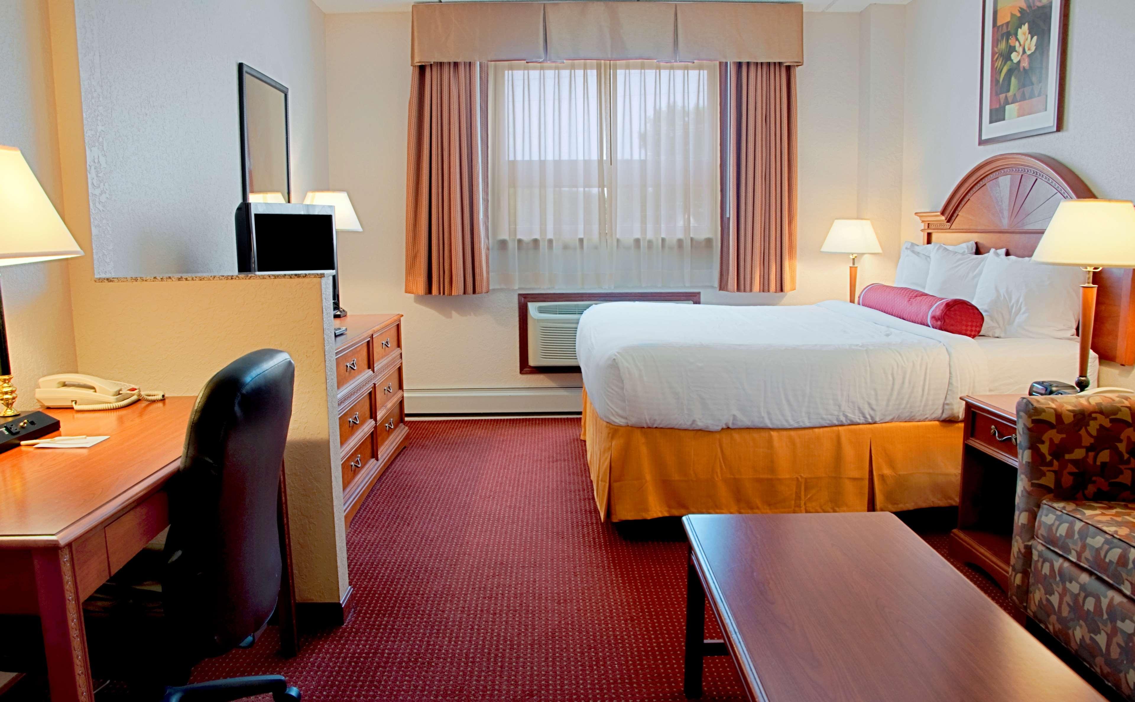 Best Western Plus Sandusky Hotel And Suites