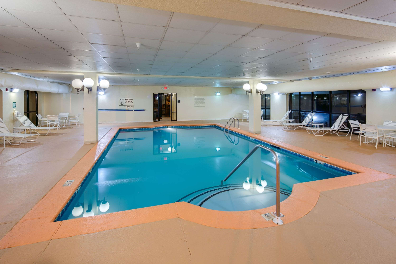 Hampton Inn & Suites Augusta West image 6