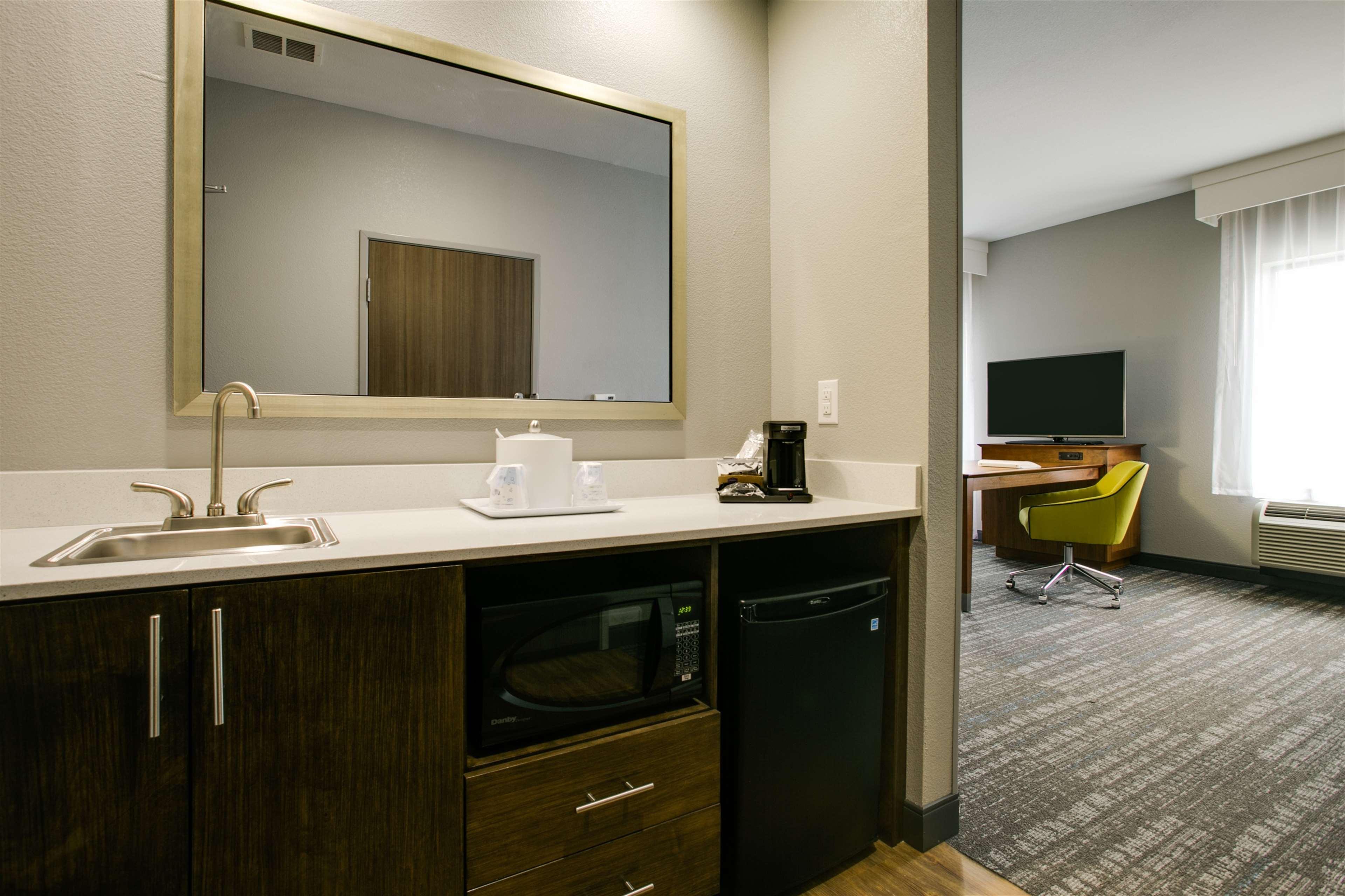 Hampton Inn & Suites Dallas/Ft. Worth Airport South image 27
