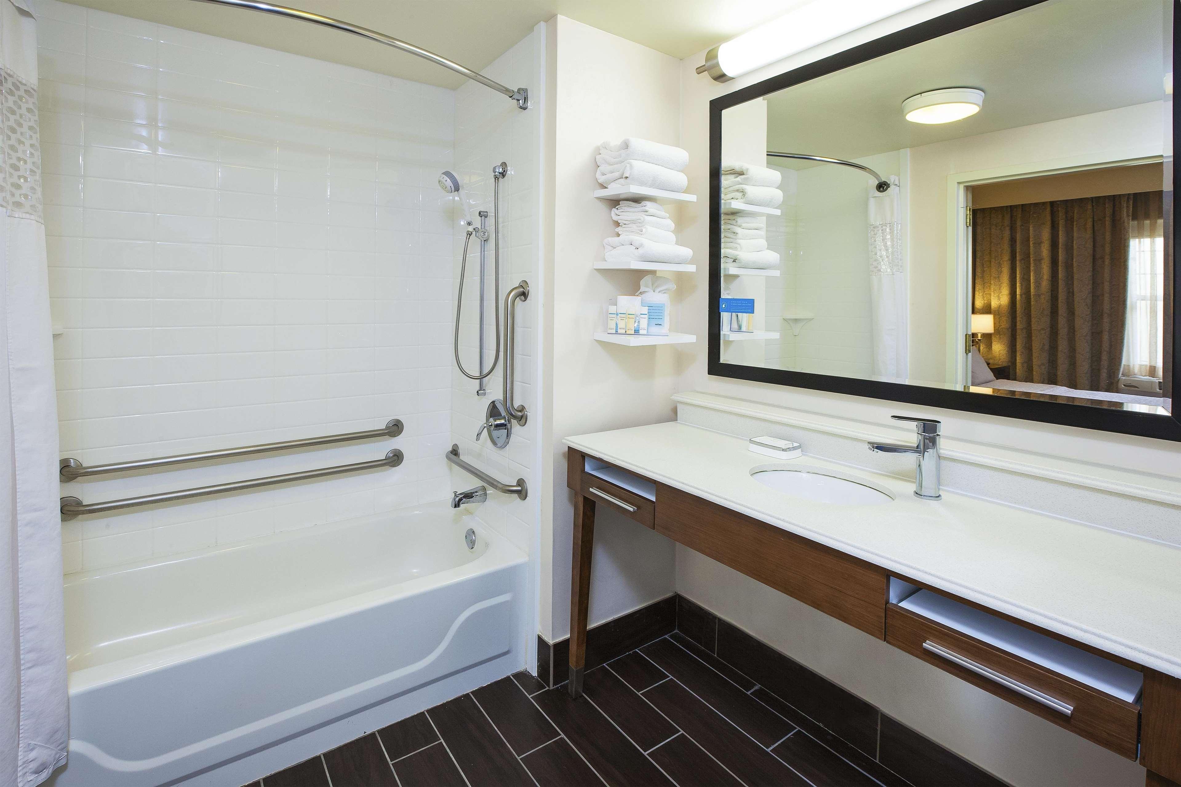 Hampton Inn & Suites Providence/Warwick-Airport image 40