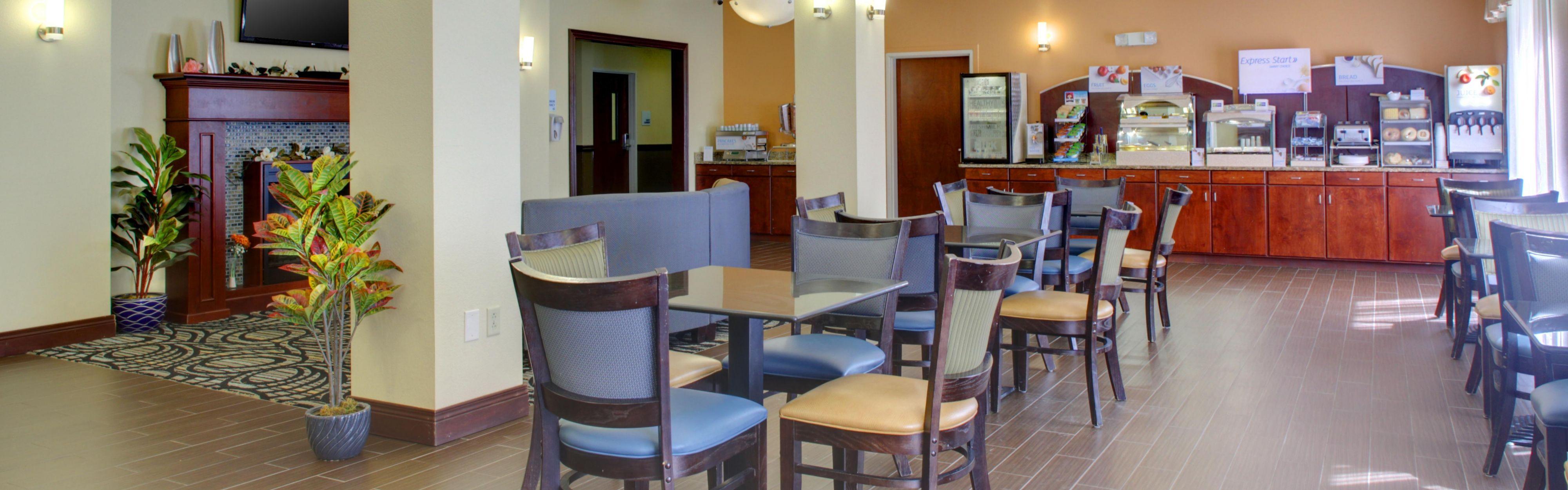 Holiday Inn Express & Suites Charleston NW - Cross Lanes image 2