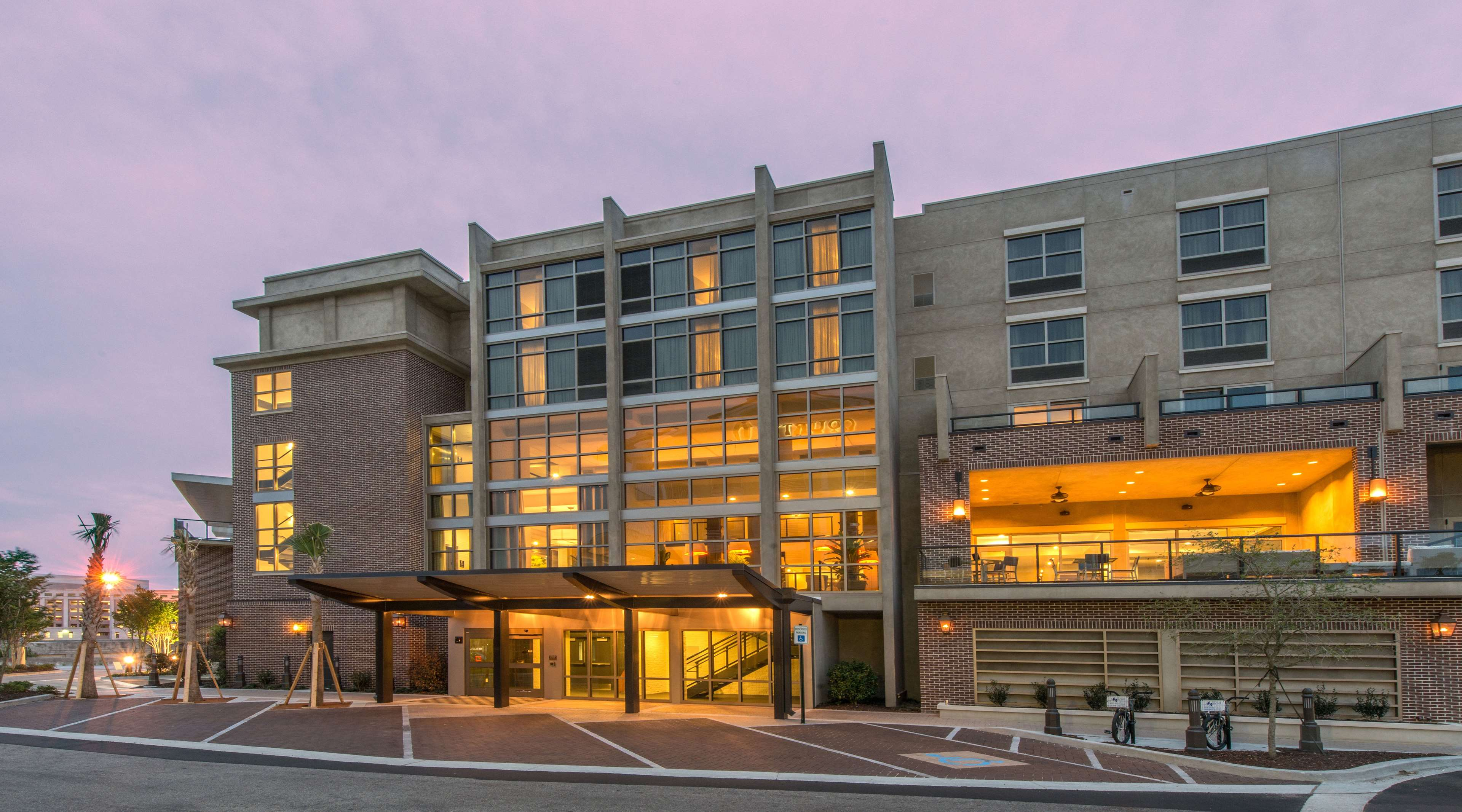 Hilton Garden Inn Charleston Waterfront/Downtown image 1