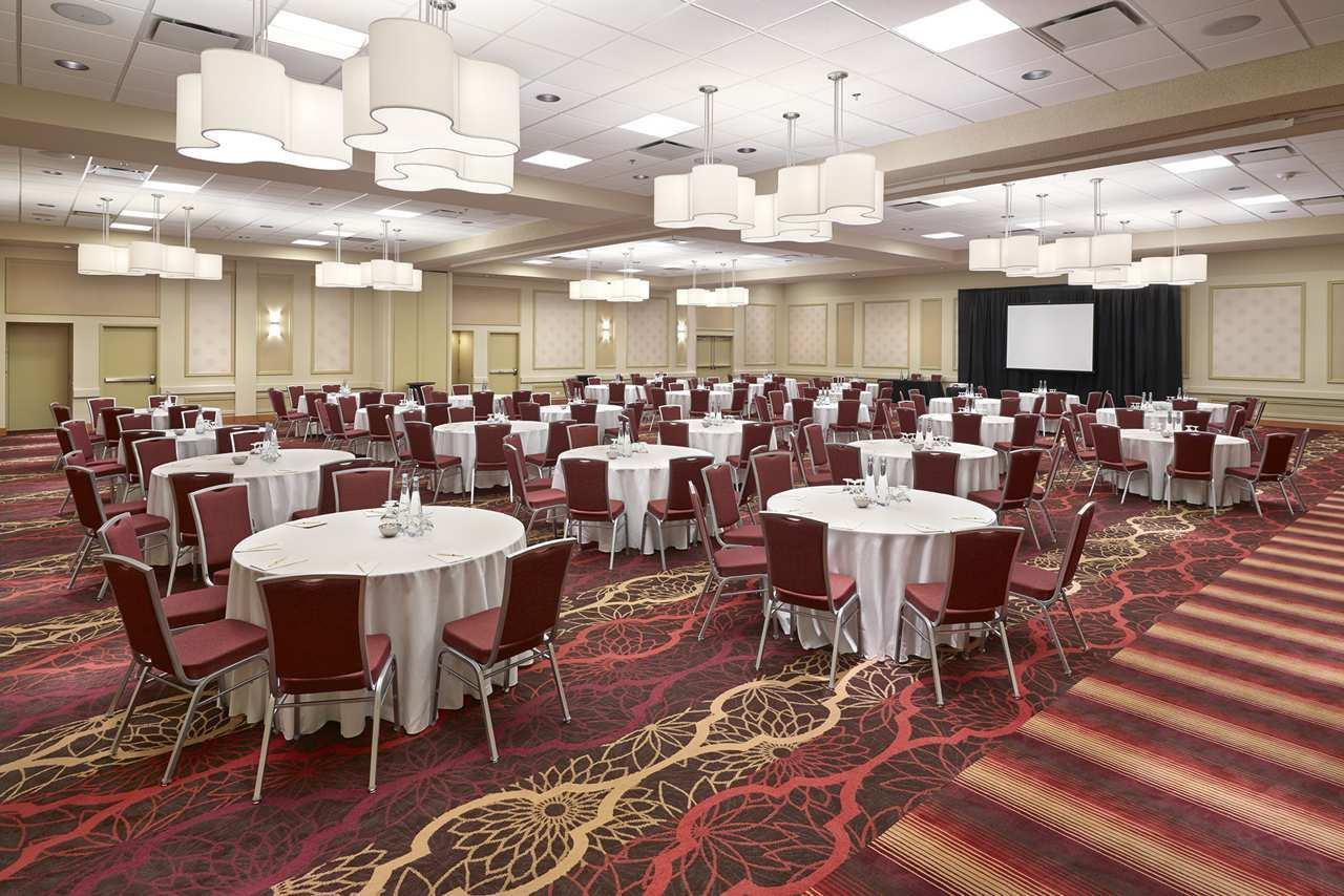 DoubleTree by Hilton Hotel West Edmonton in Edmonton: Ballroom Banquet Setup