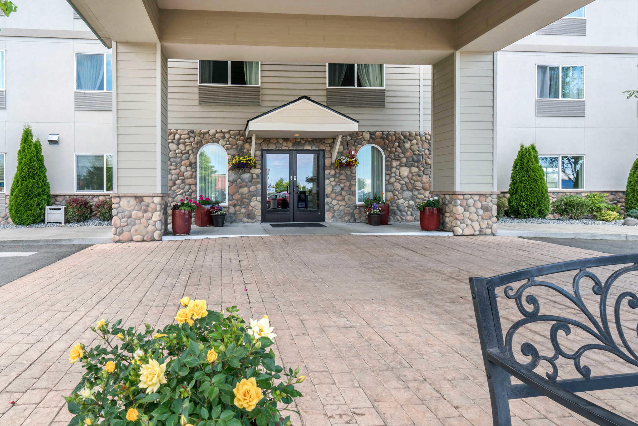 Quality Inn & Suites at Olympic National Park image 1