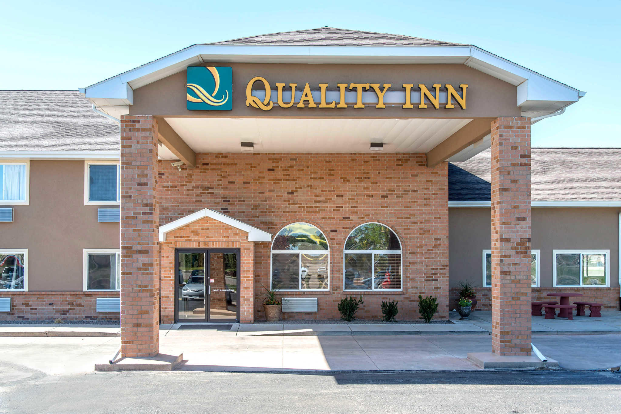 The Quality Inn hotel in Burlington, IA is near Catfish Bend Riverboat Casino and the Mississippi River. Free breakfast and internet offered. Book Now! The Quality Inn hotel in Burlington, IA is near Catfish Bend Riverboat Casino and the Mississippi River. Free breakfast and internet offered.4/5().