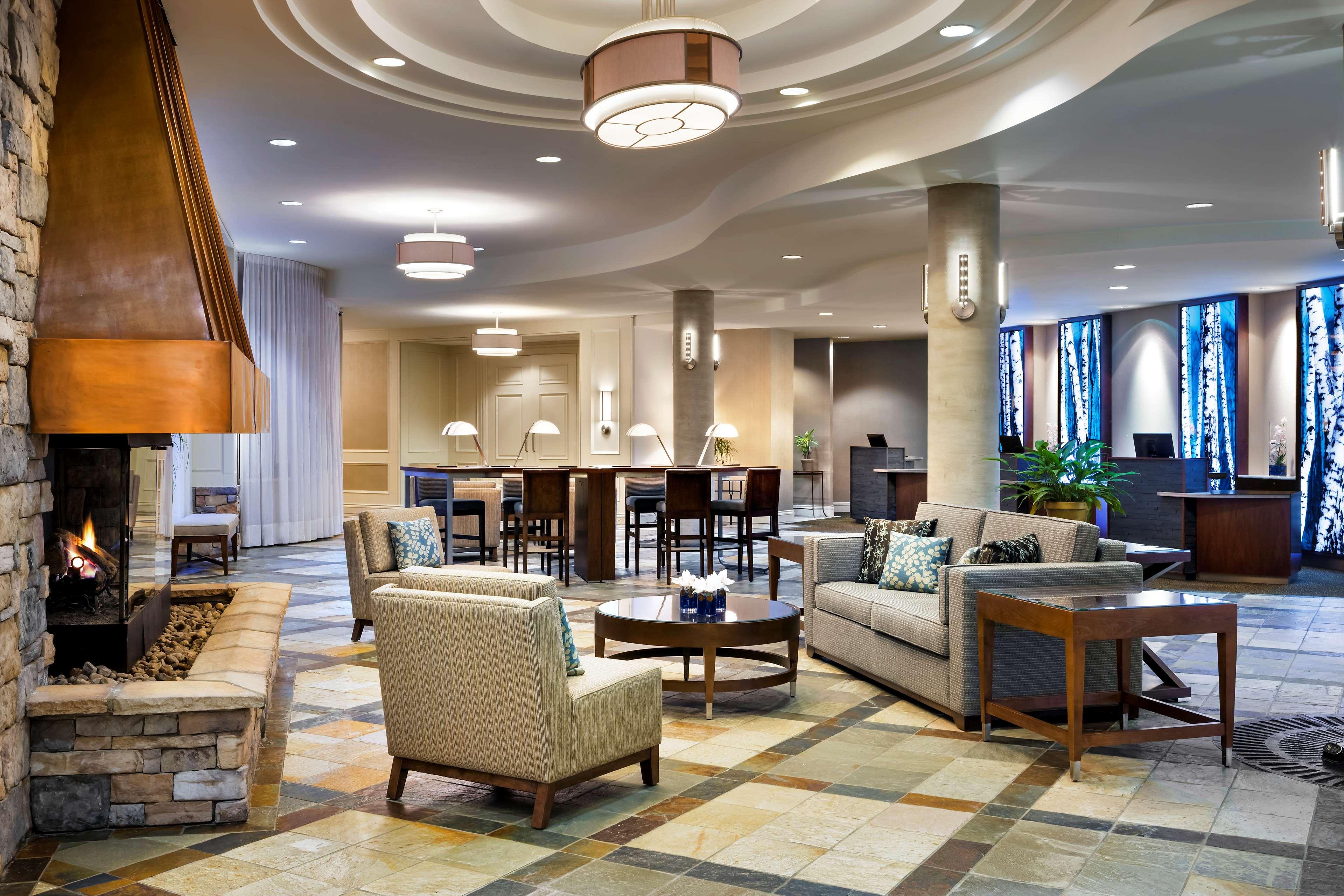 Le Westin Resort & Spa, Tremblant, Quebec à Mont Tremblant: Lobby and front desk area