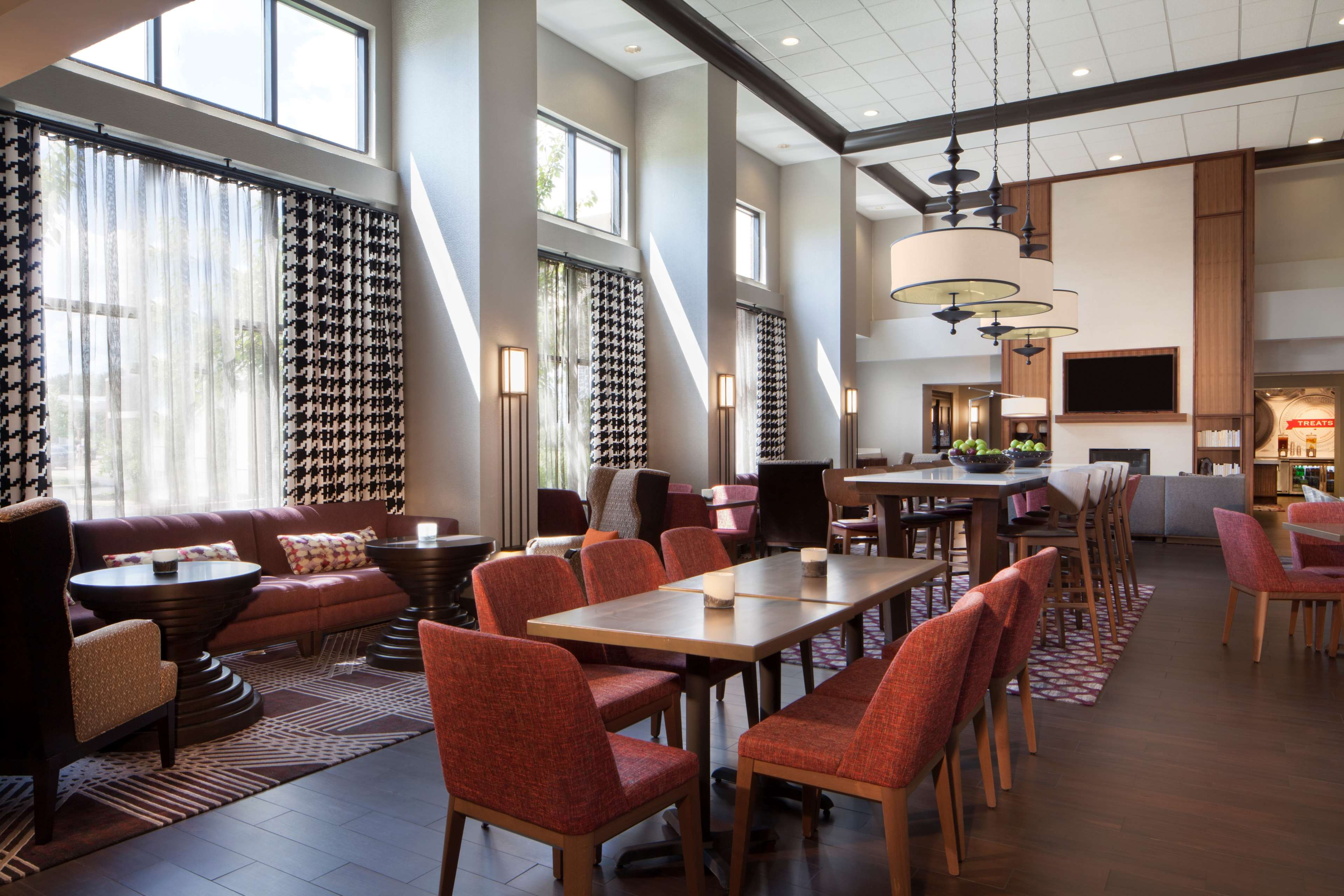 Hampton Inn & Suites Columbus-Easton Area image 3