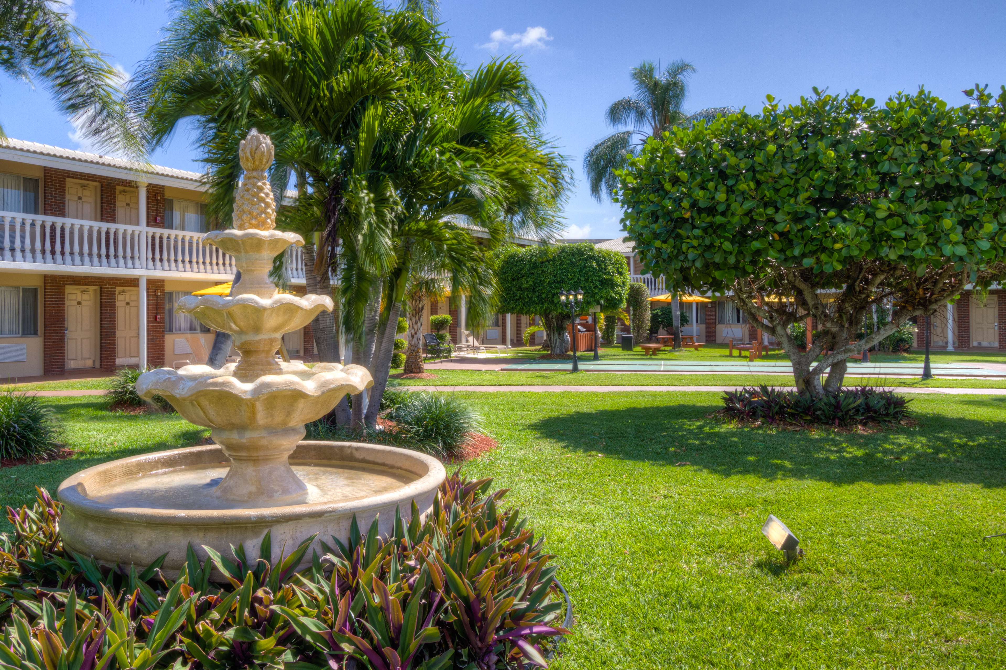 La Quinta Inn  Palm Beach Lakes Blvd