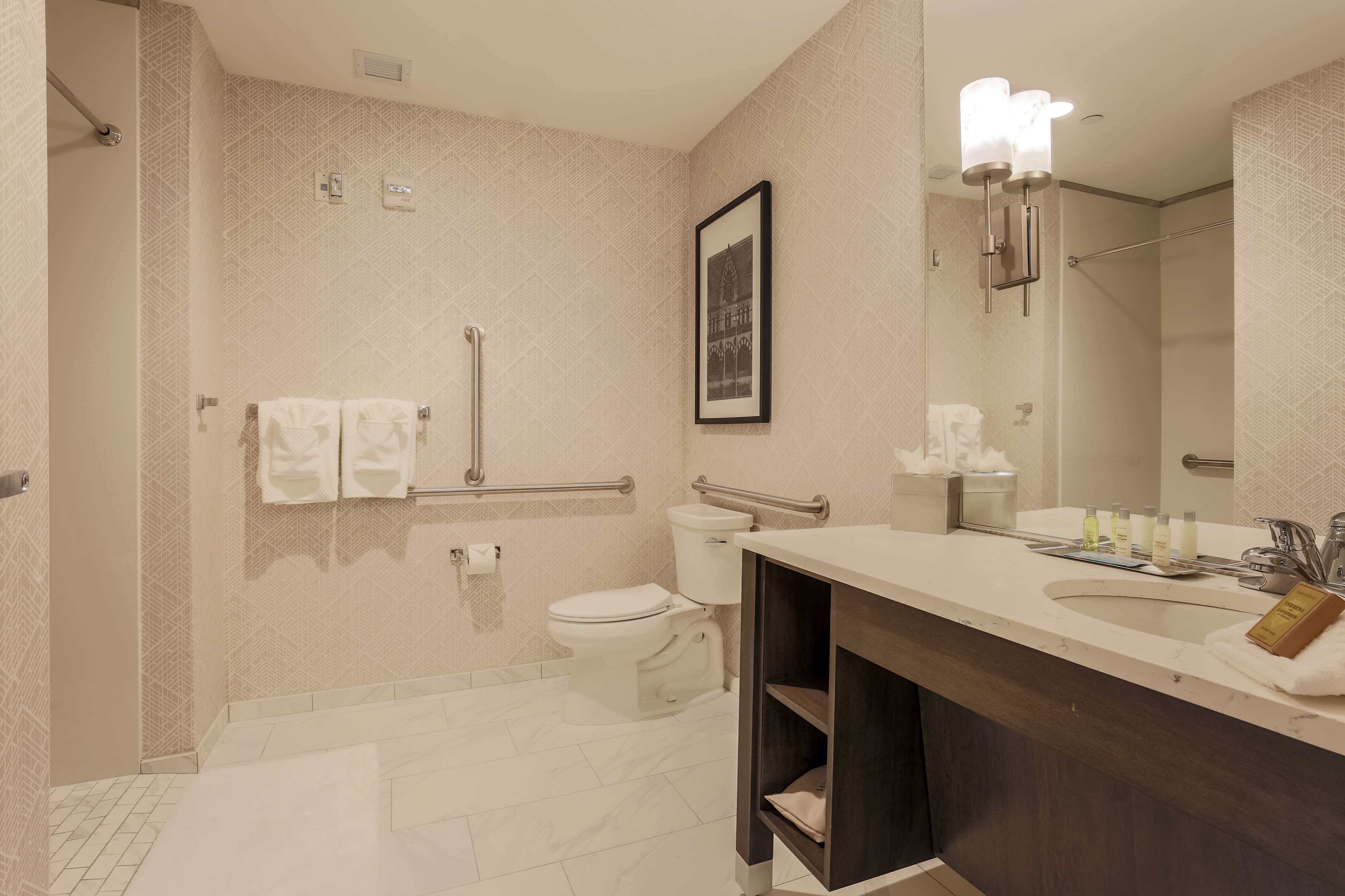 DoubleTree by Hilton Evansville image 21