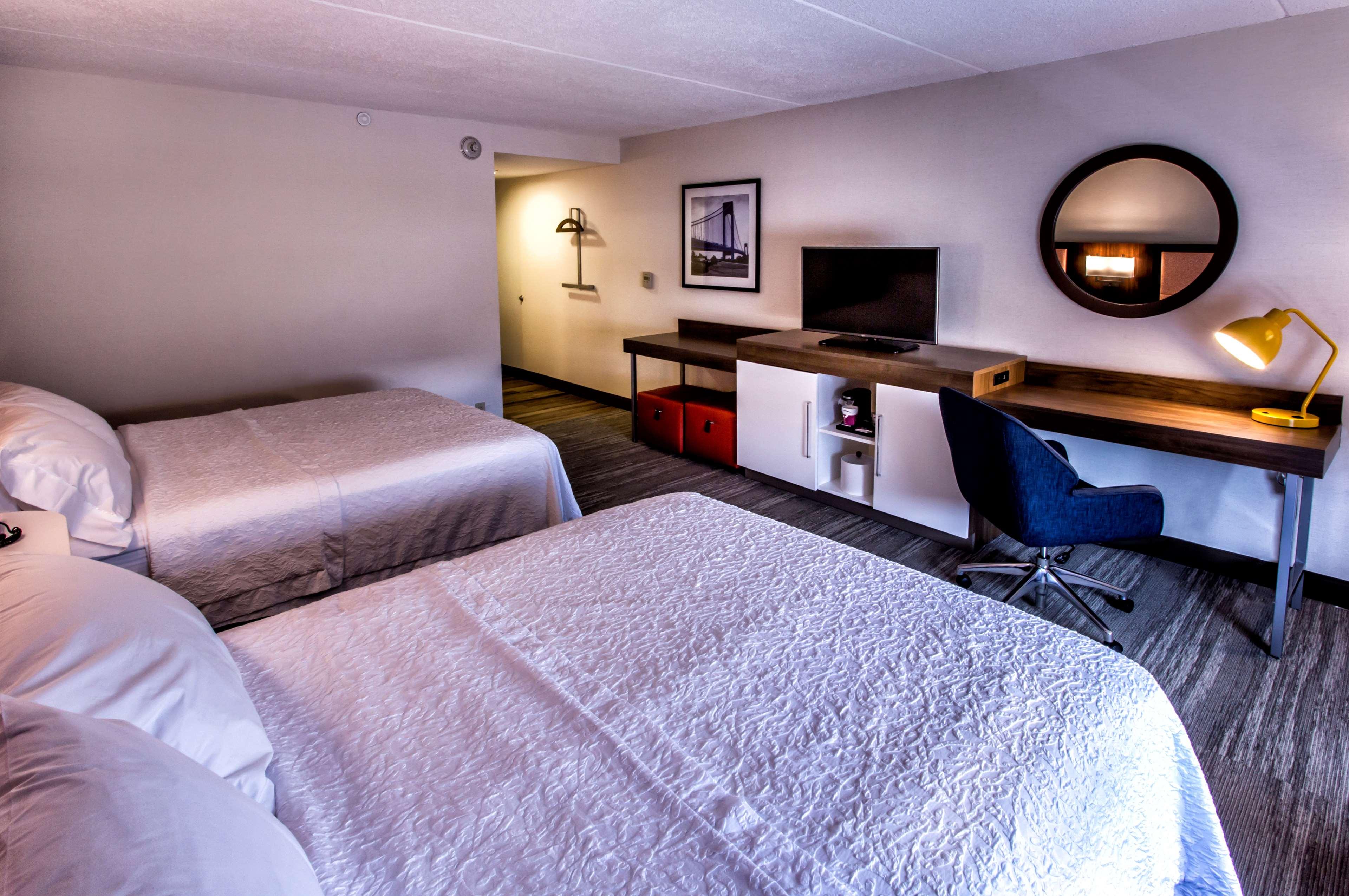 Hampton Inn & Suites Staten Island image 30