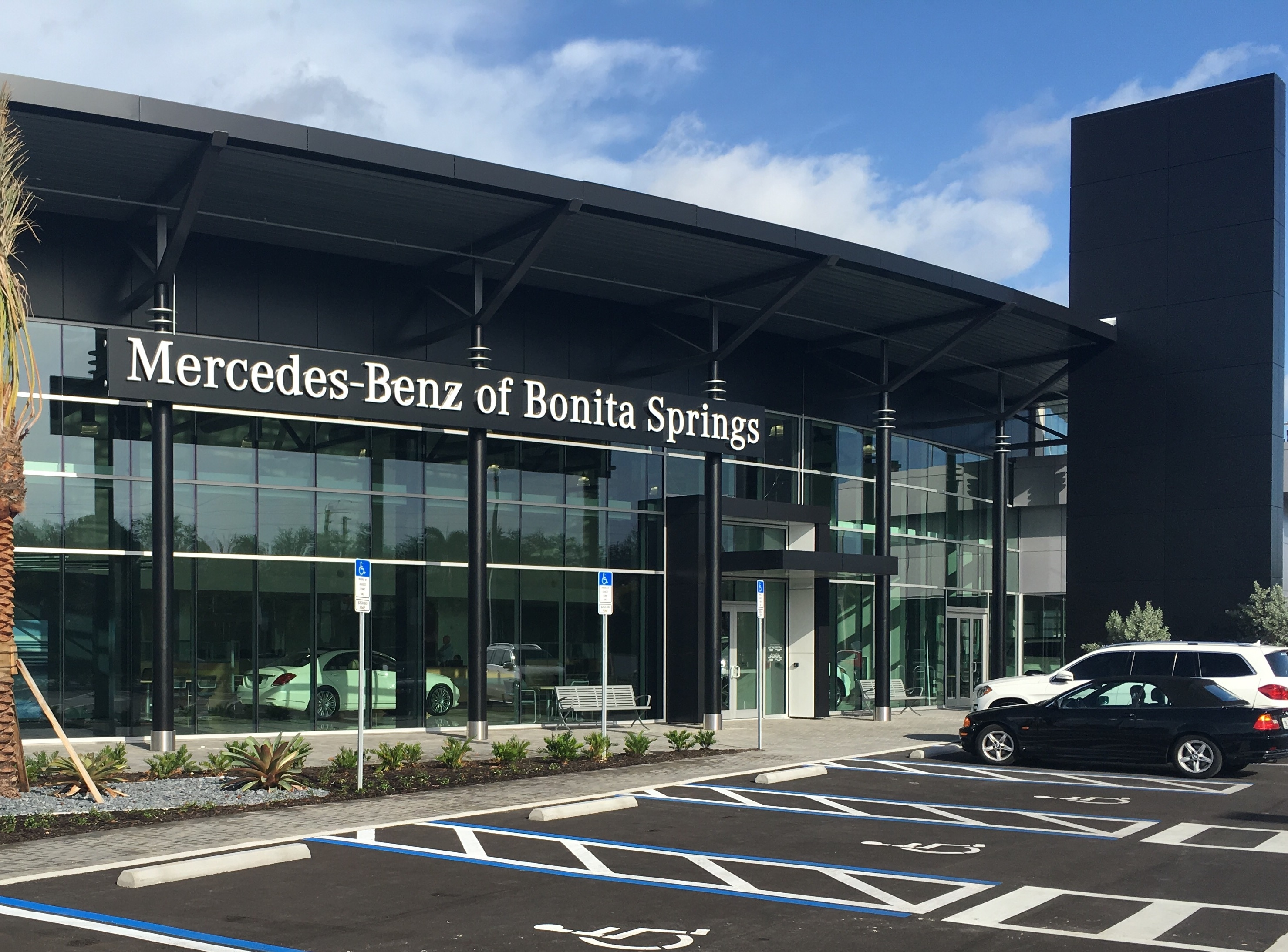 Mercedes benz of bonita springs at 14610 tamiami trail for Mercedes benz dealers in florida