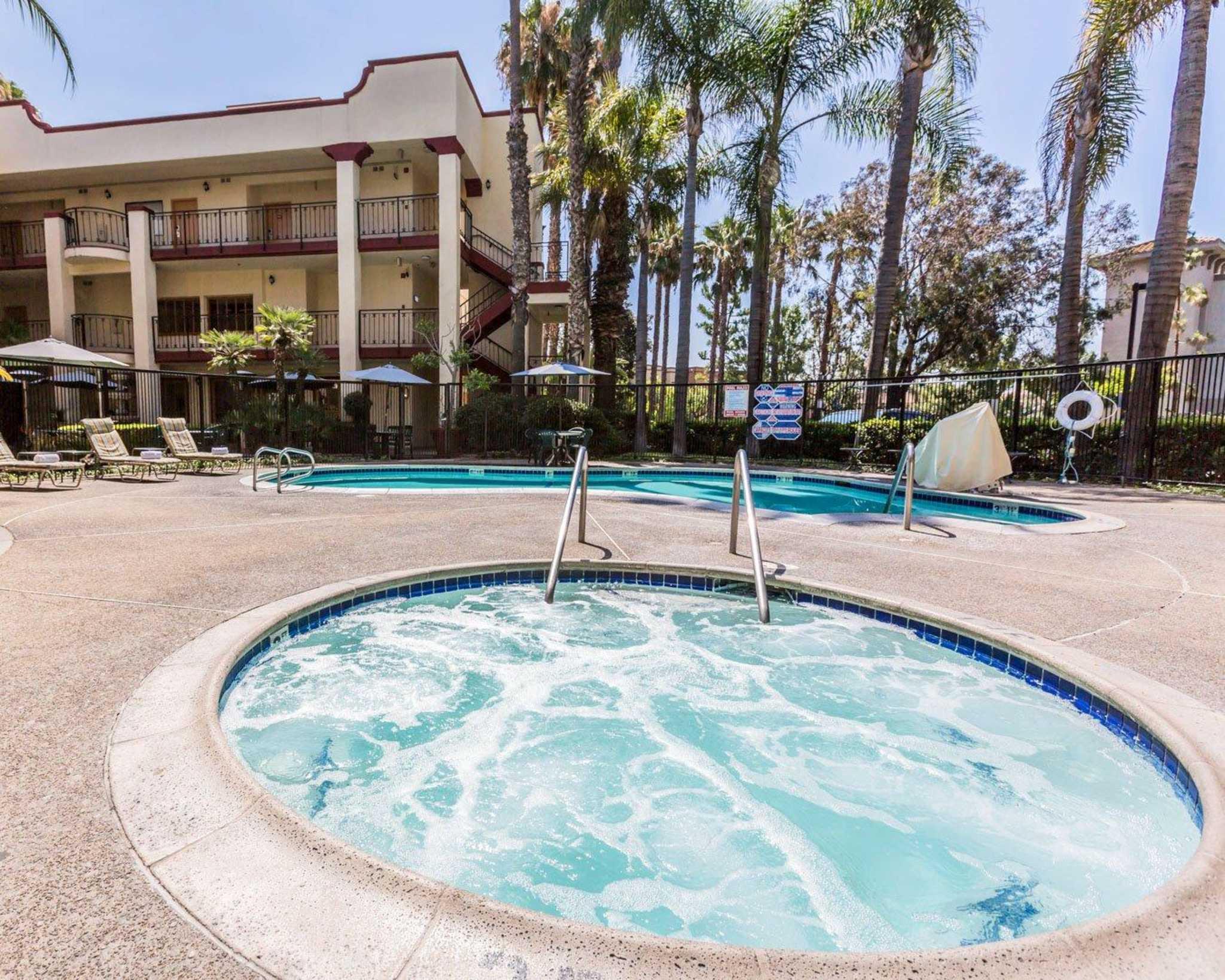 Comfort Inn & Suites Orange County John Wayne Airport image 6