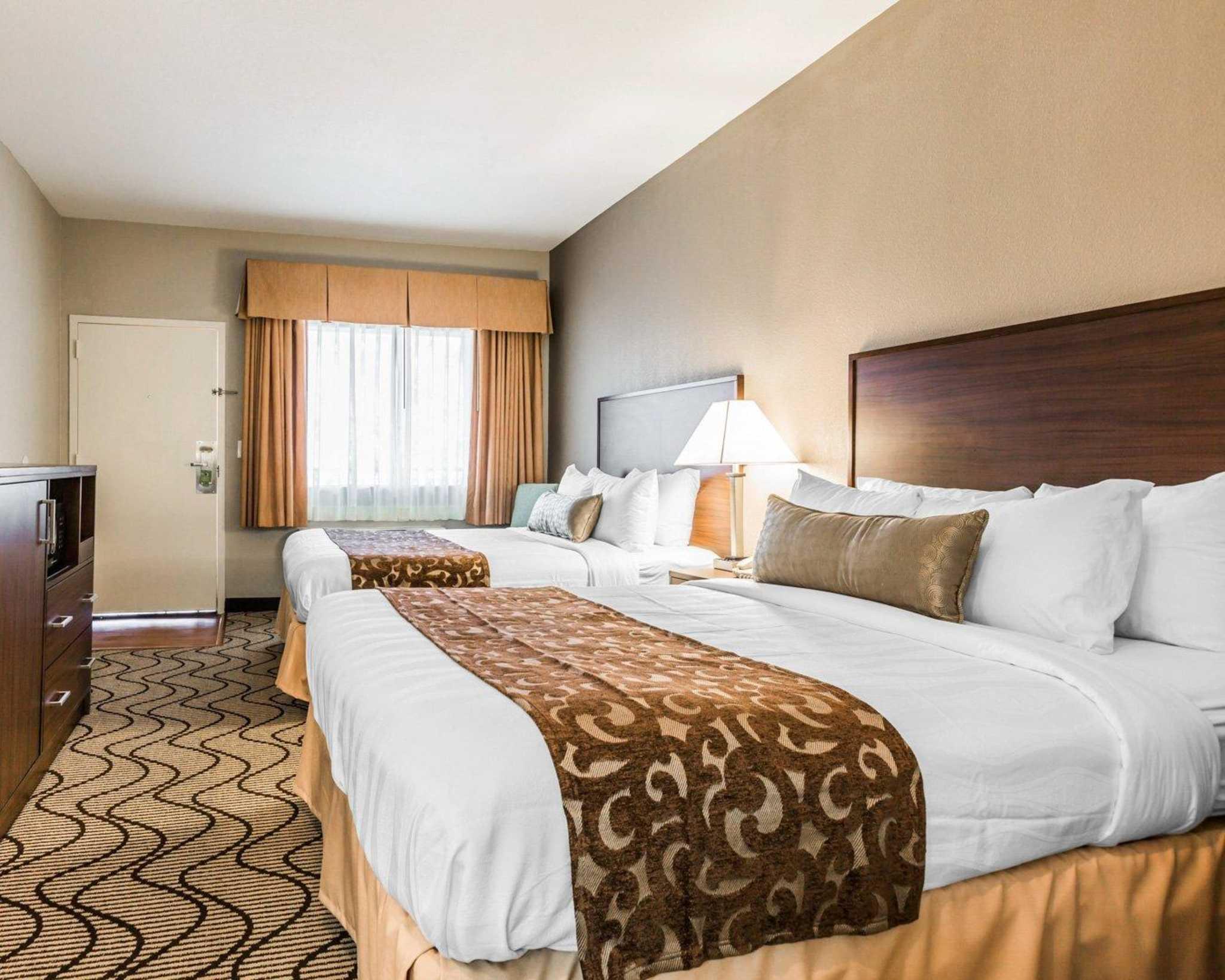 Comfort Inn & Suites Orange County John Wayne Airport image 3