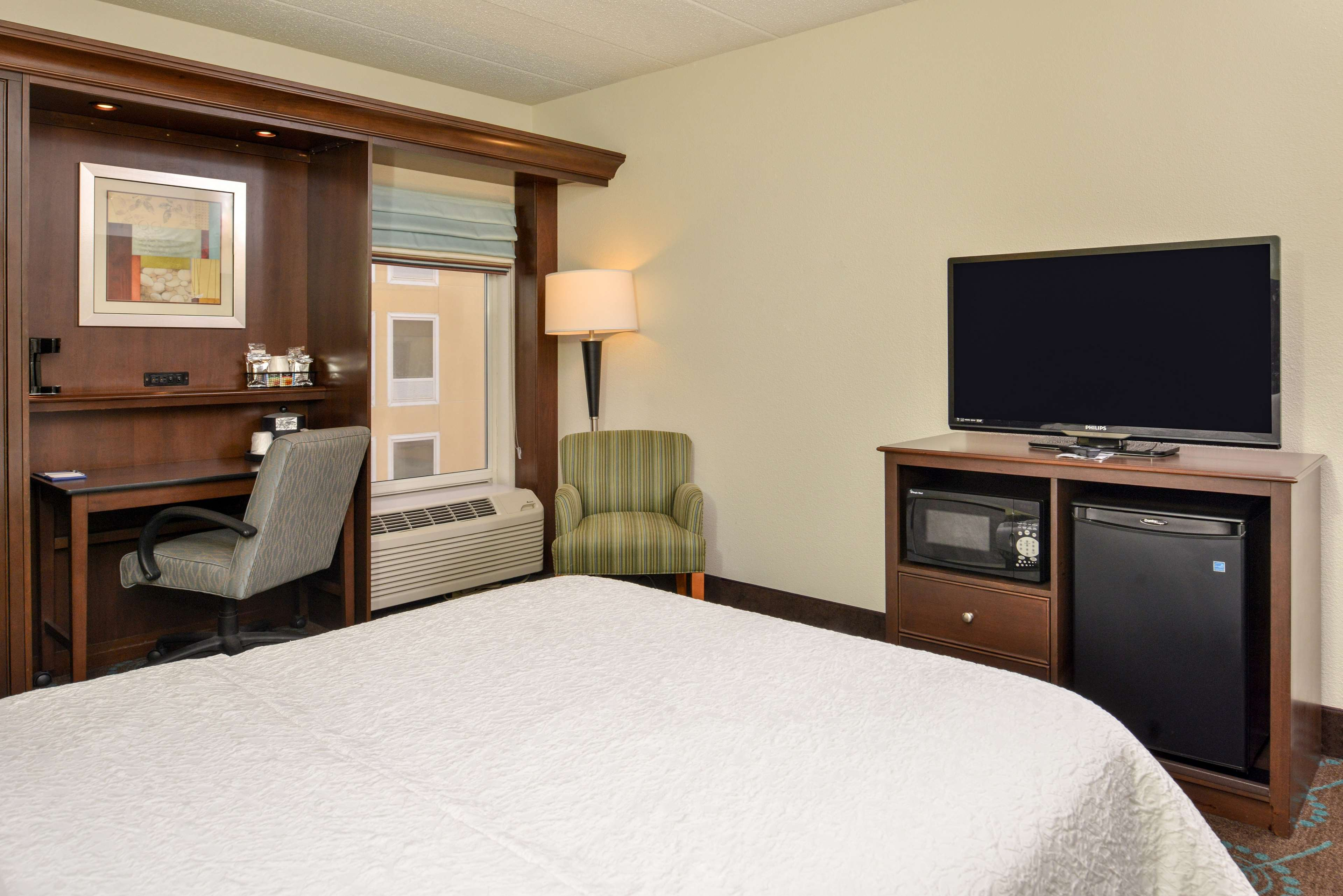 Hampton Inn & Suites Newport News (Oyster Point) image 39