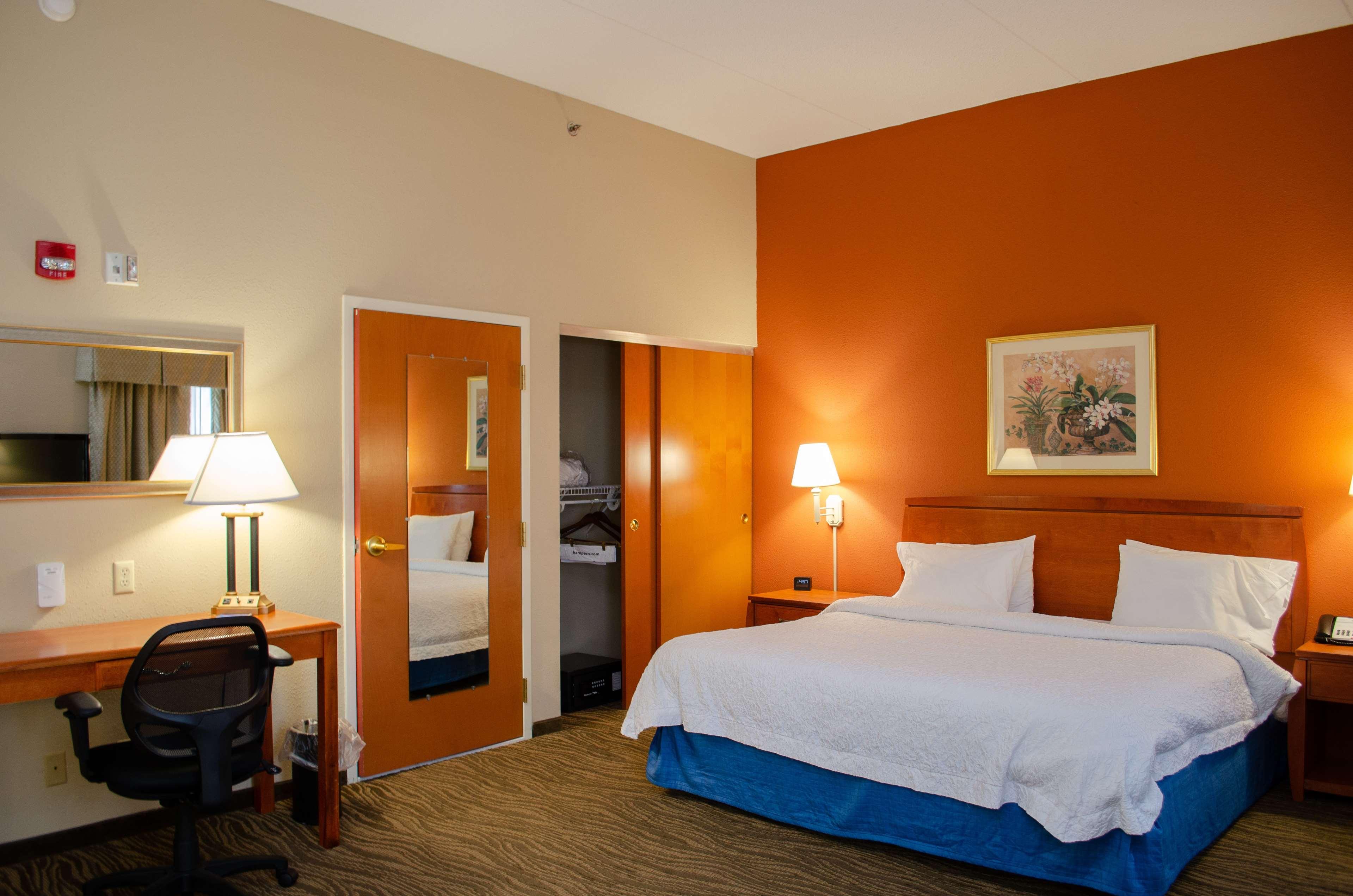 Hampton Inn & Suites Augusta West image 16