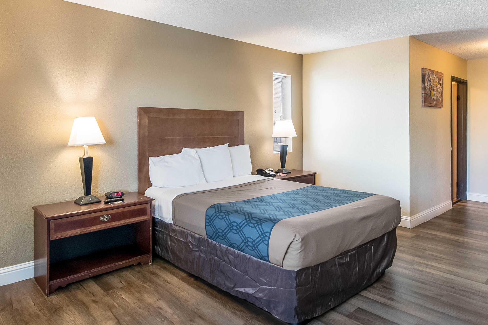 Econo Lodge Inn & Suites Yuba City - Marysville image 0