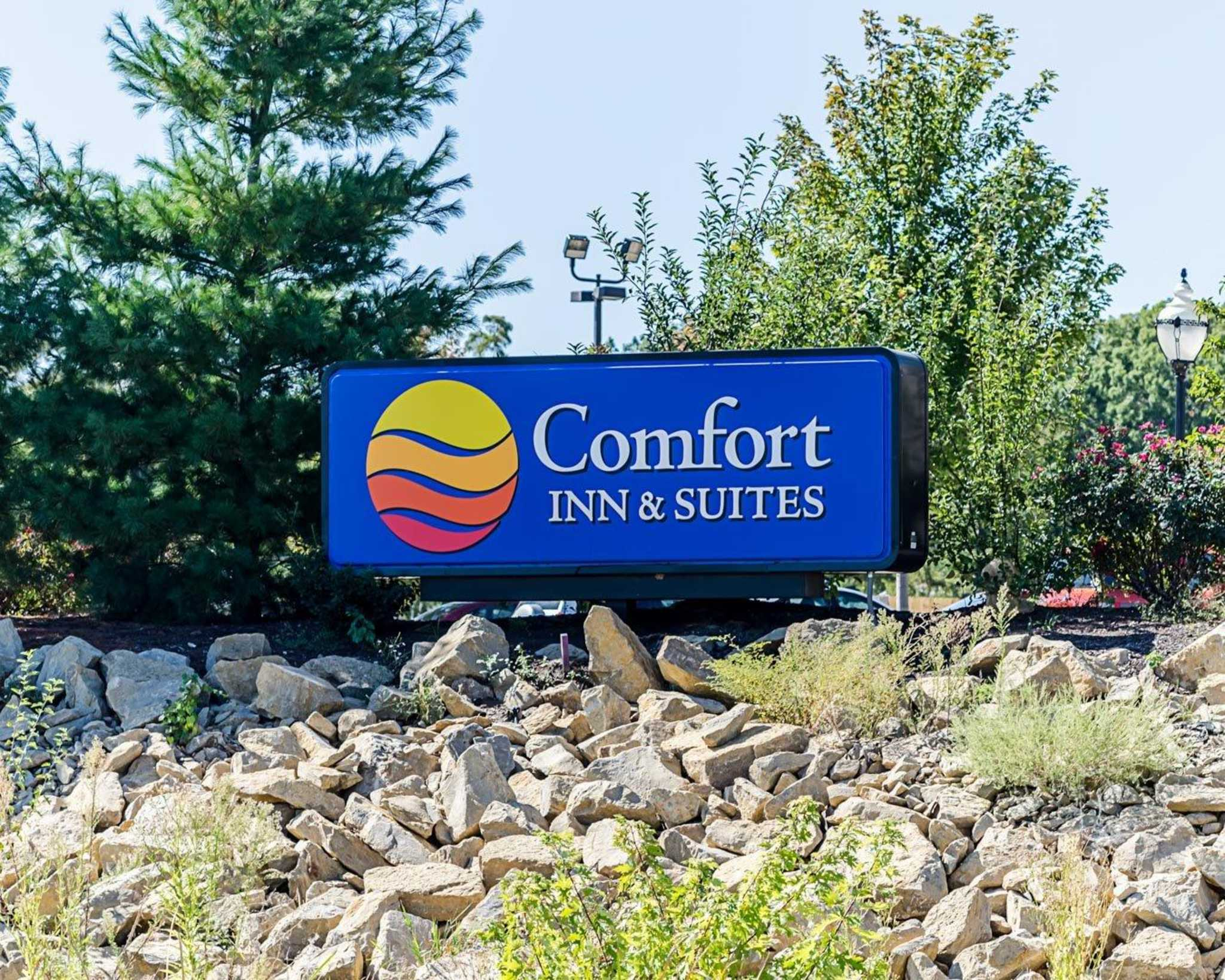 Comfort Inn & Suites Lawrence - University Area image 1