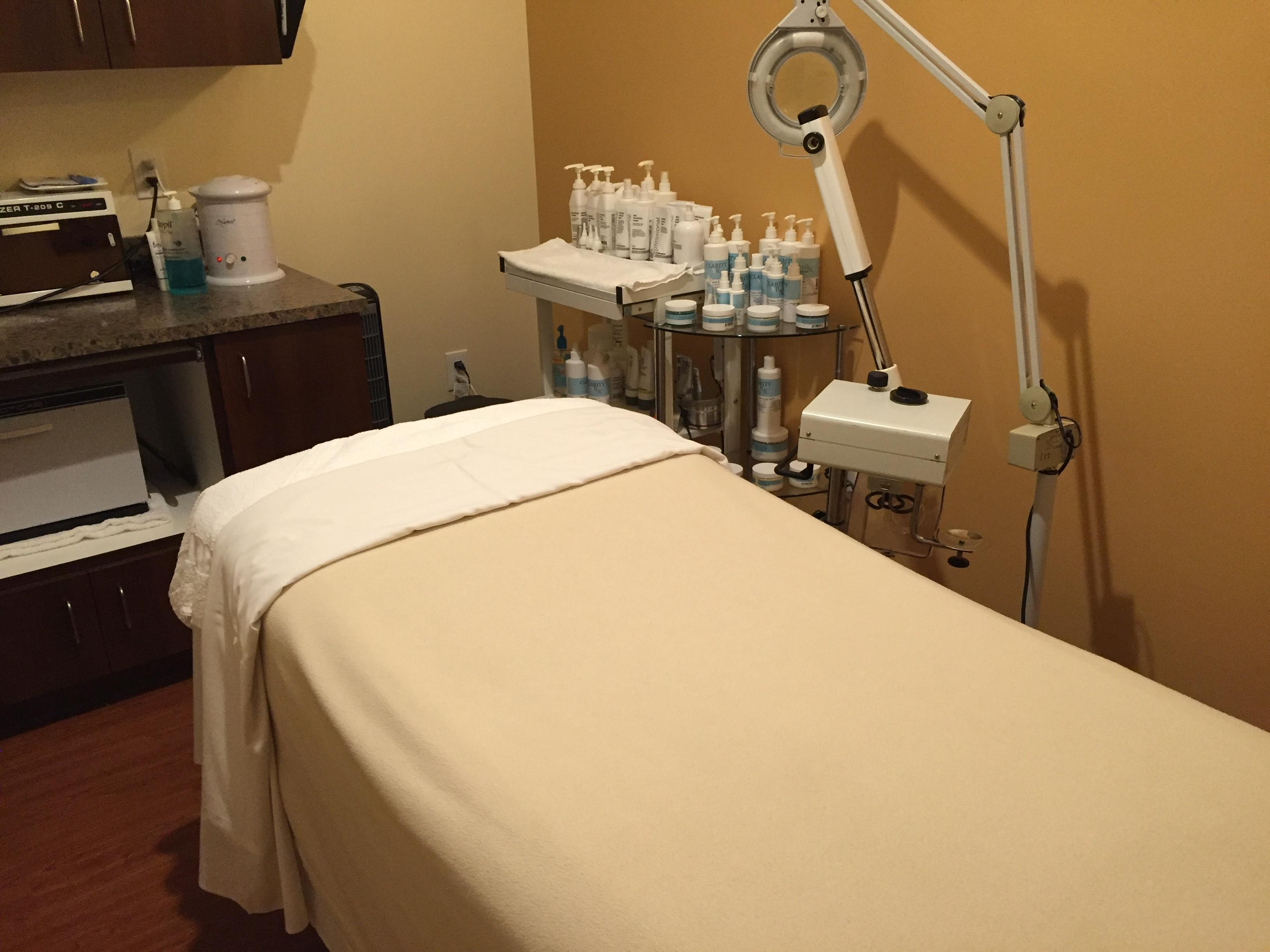 Hand stone massage and facial spa coupons mill creek wa for Local spas near me