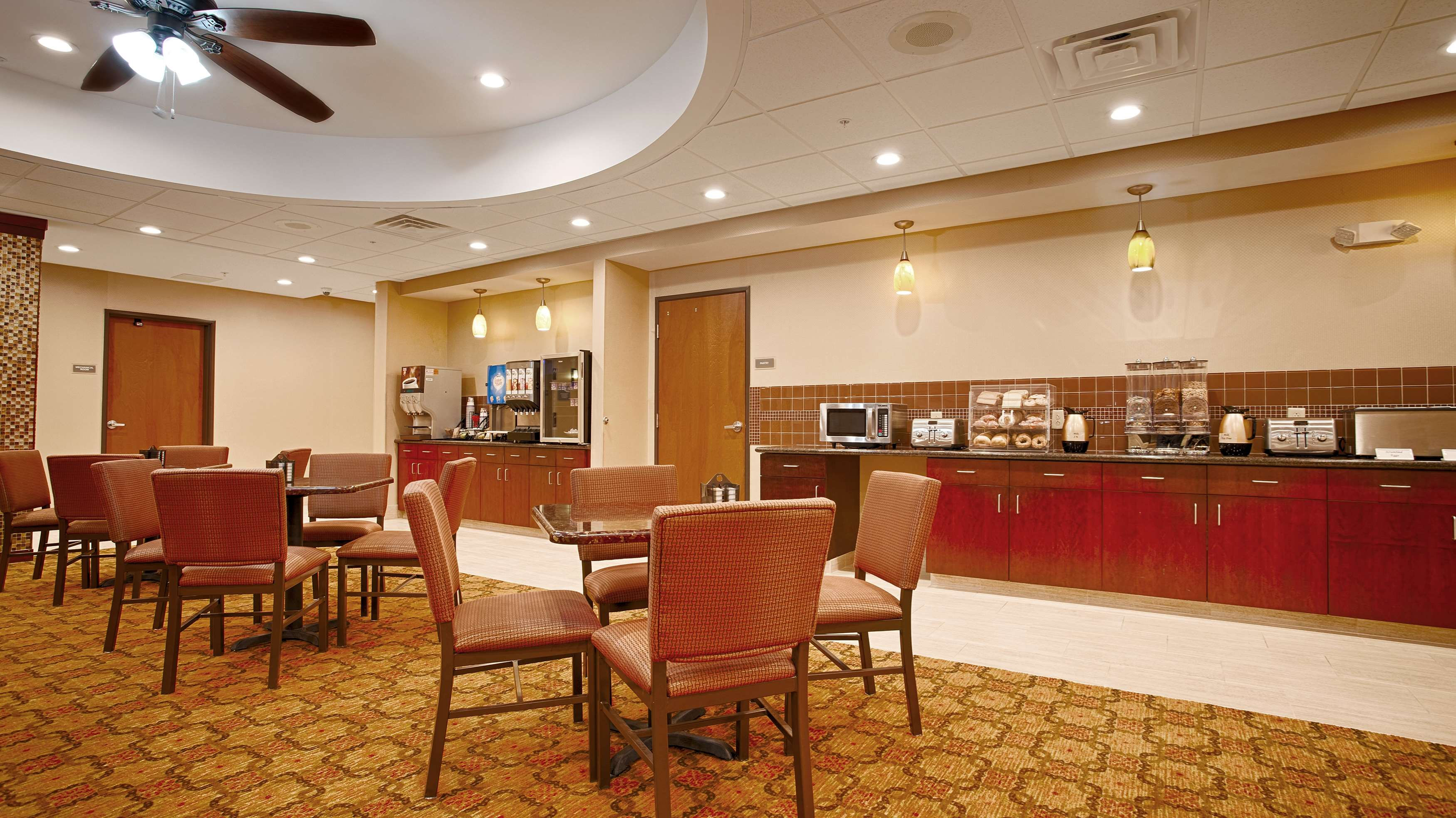Best western plus finger lakes inn suites in cortland for V furniture cortland ny