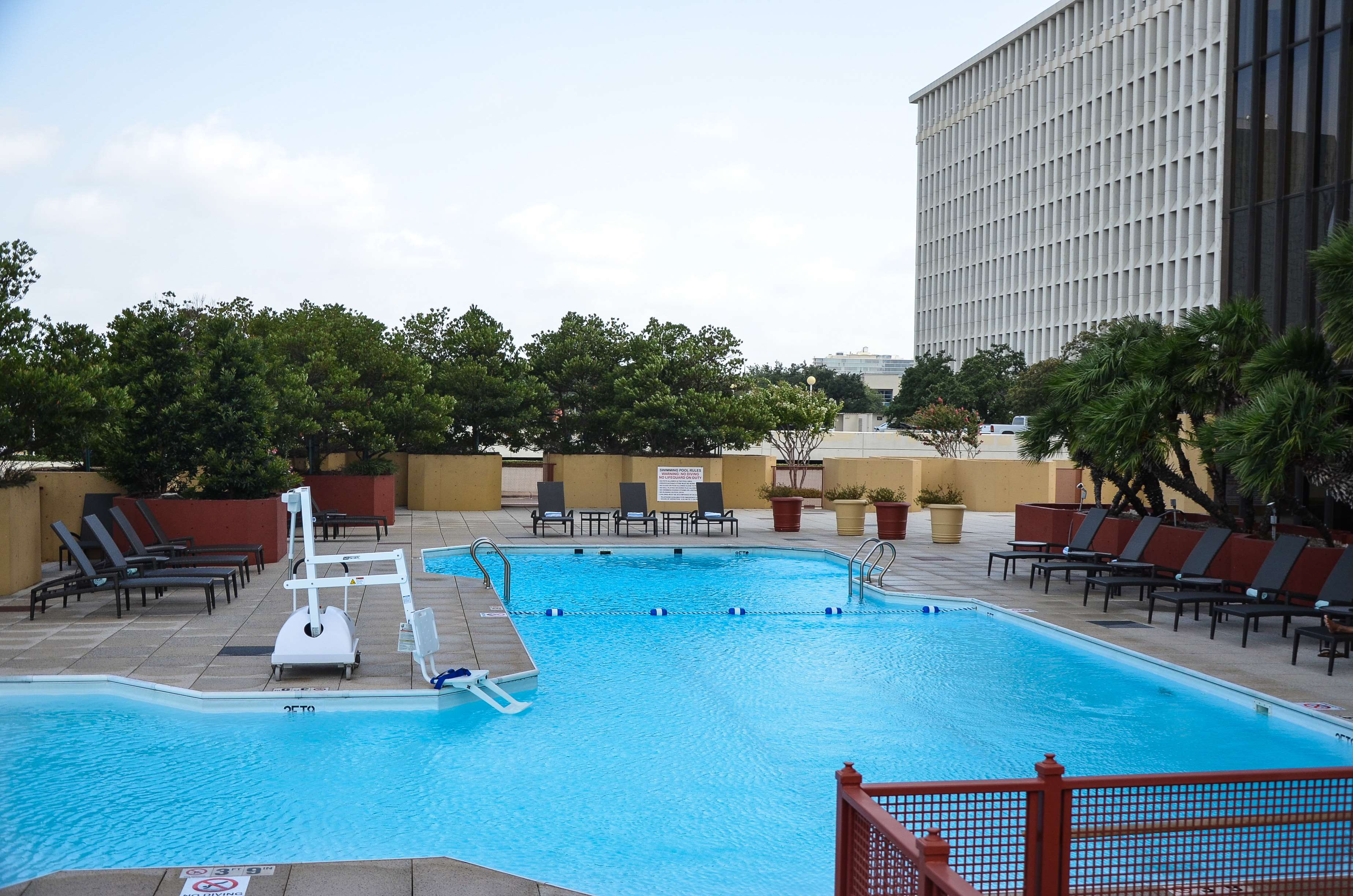 DoubleTree by Hilton Hotel Houston - Greenway Plaza image 7