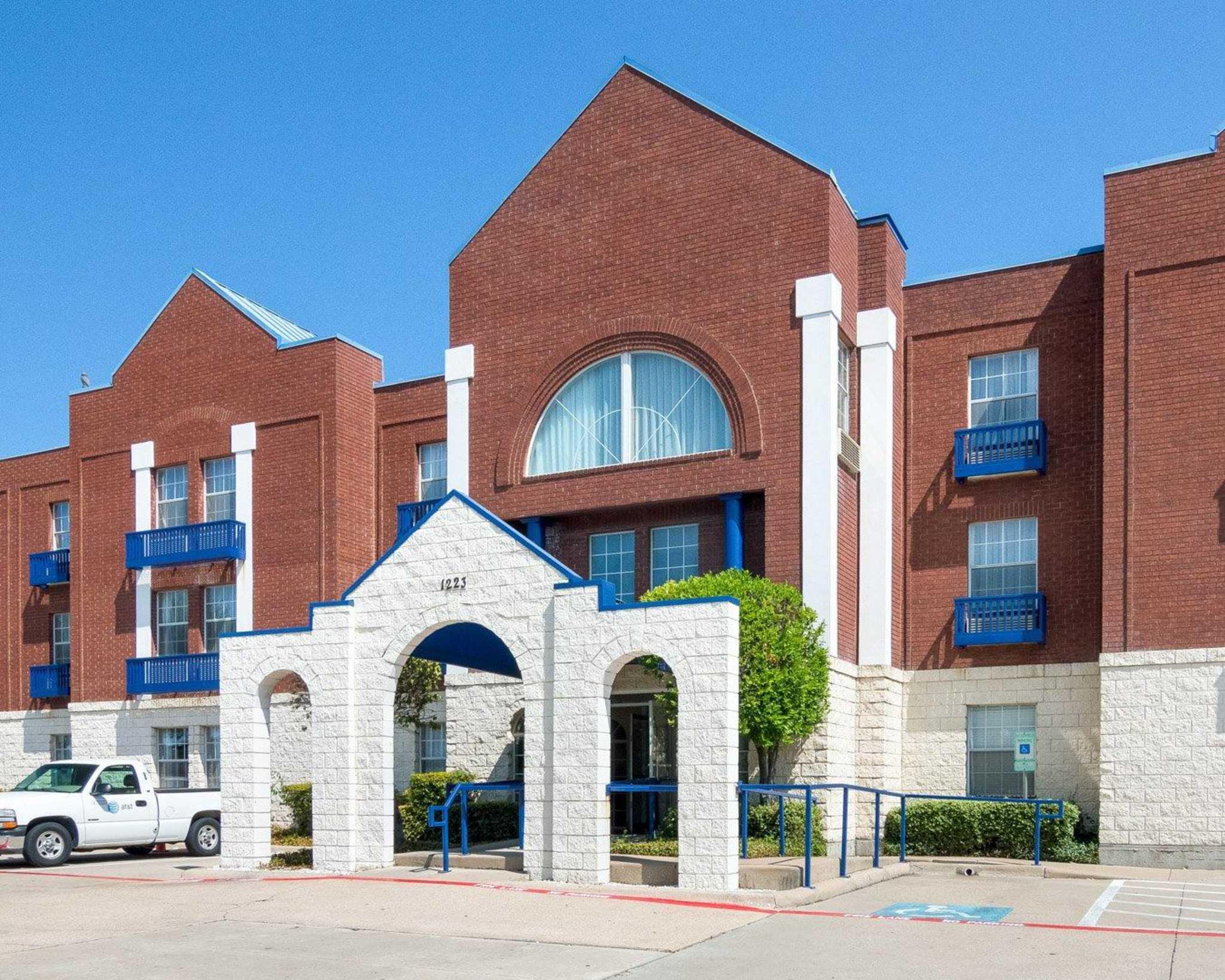 Comfort Suites Las Colinas Center image 3