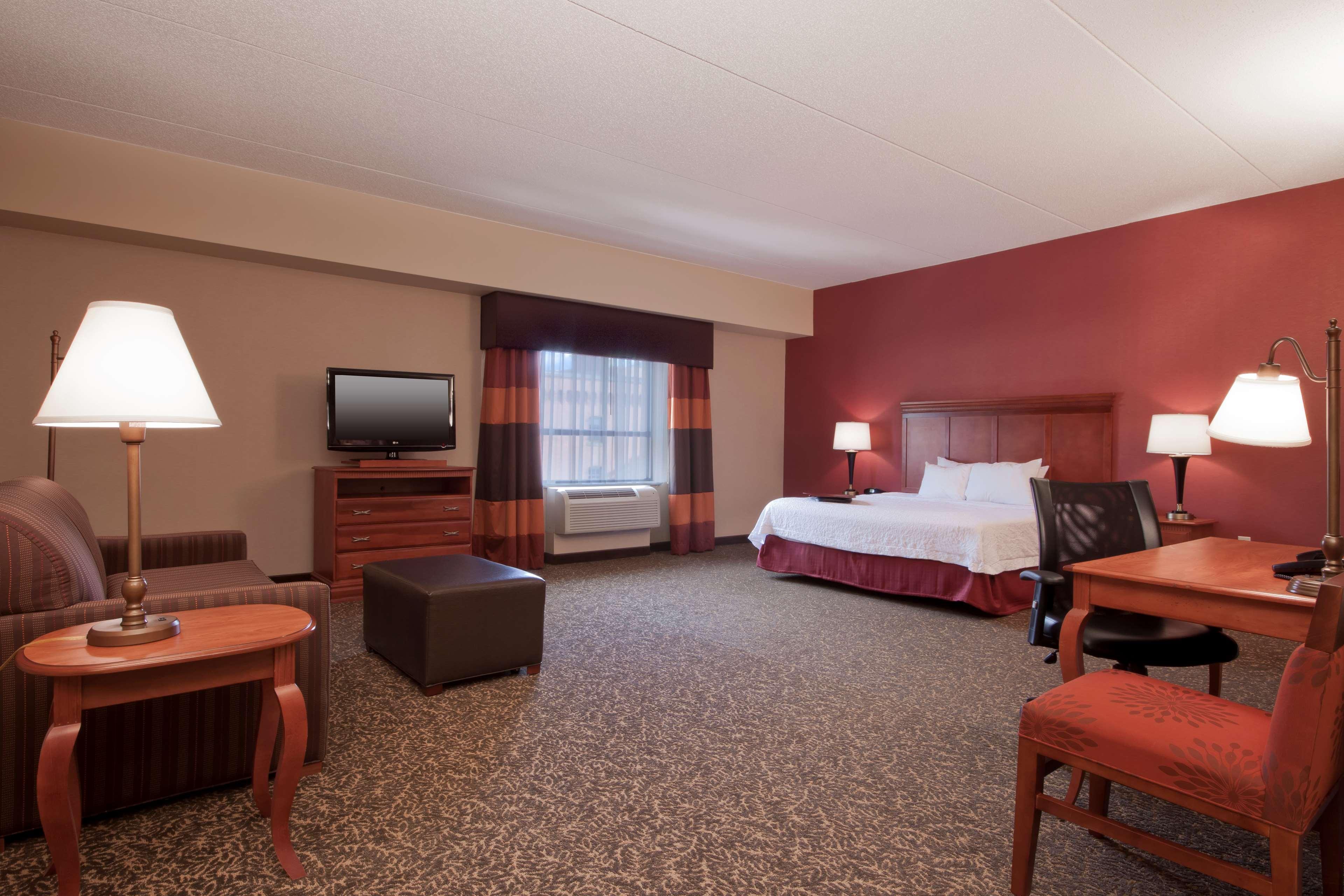 Hampton Inn & Suites Pittsburgh-Downtown image 15