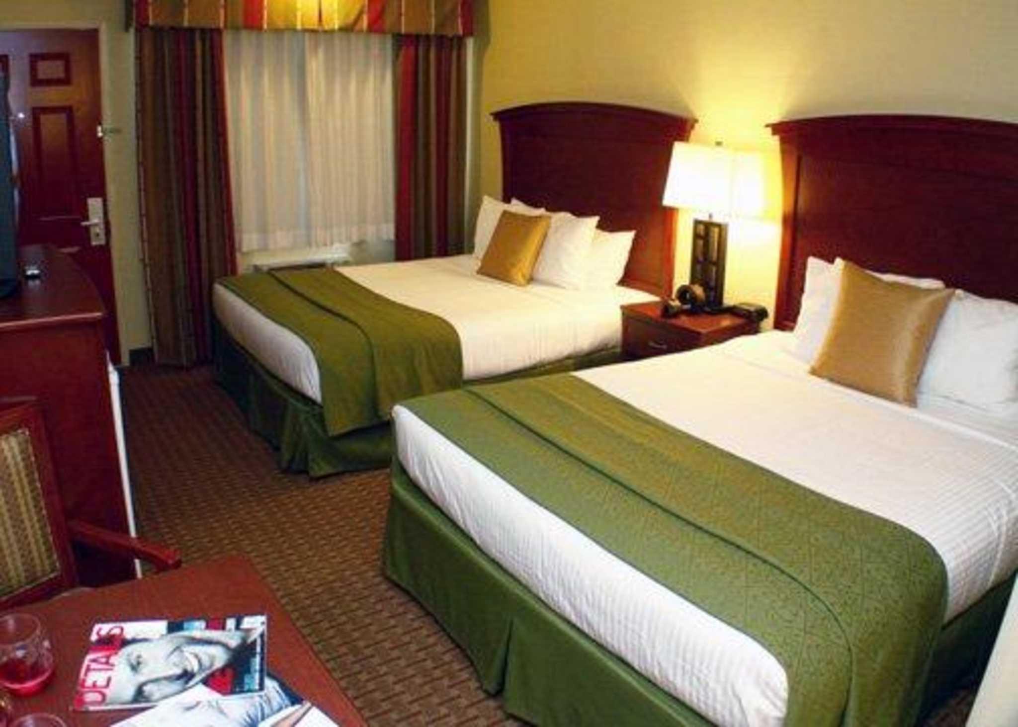 Quality Inn & Suites Santa Cruz Mountains image 2