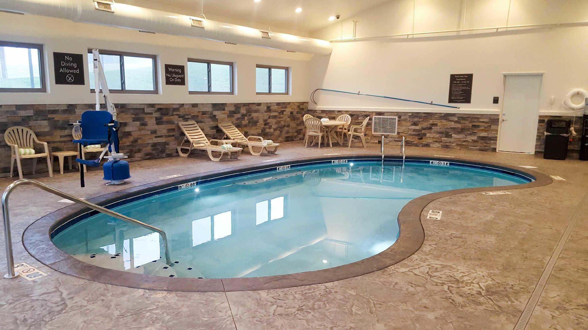 Sleep Inn & Suites Belmont / St. Clairsville image 8