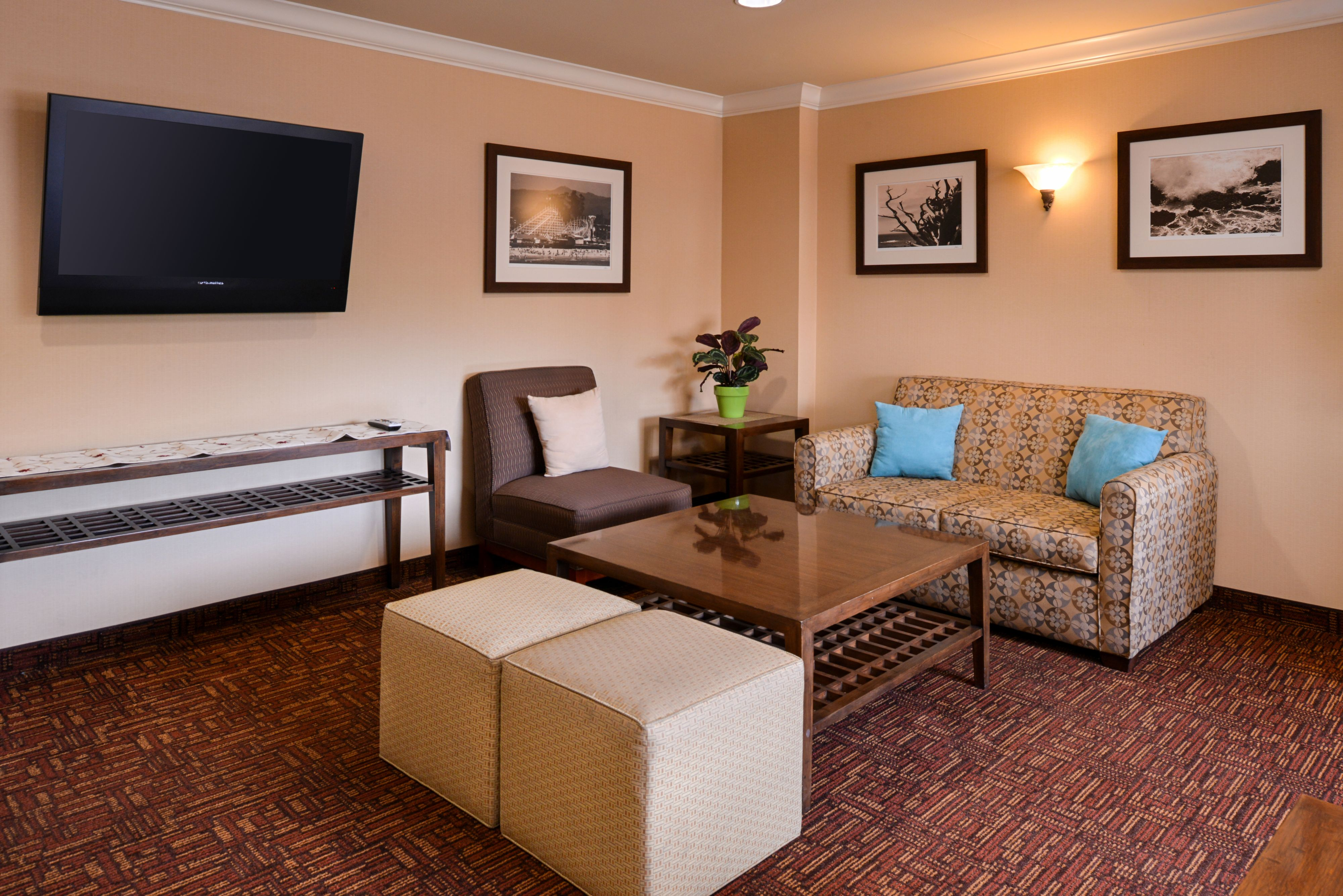 Holiday Inn Express & Suites Watsonville image 7