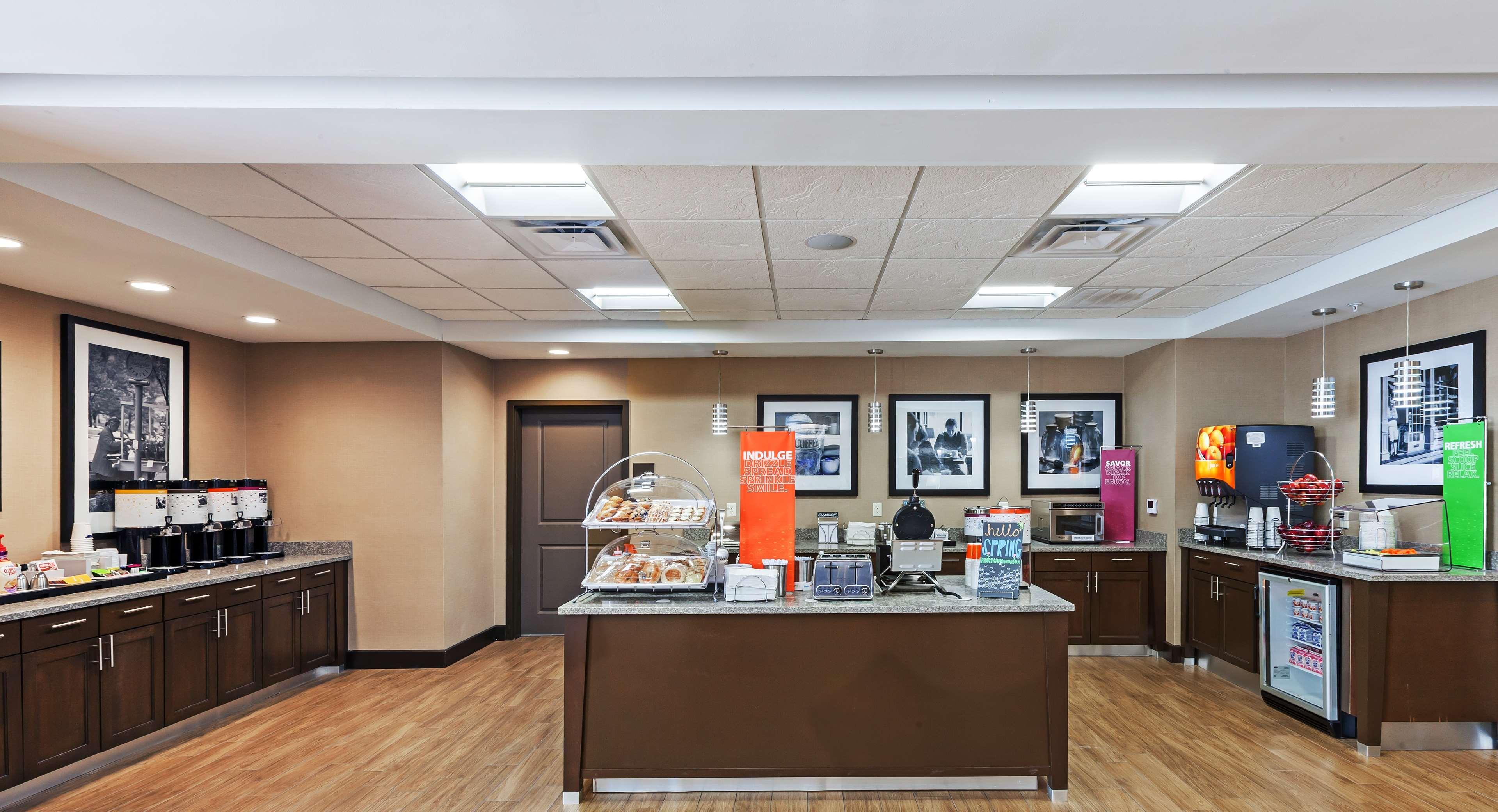 Hampton Inn & Suites Claremore image 9