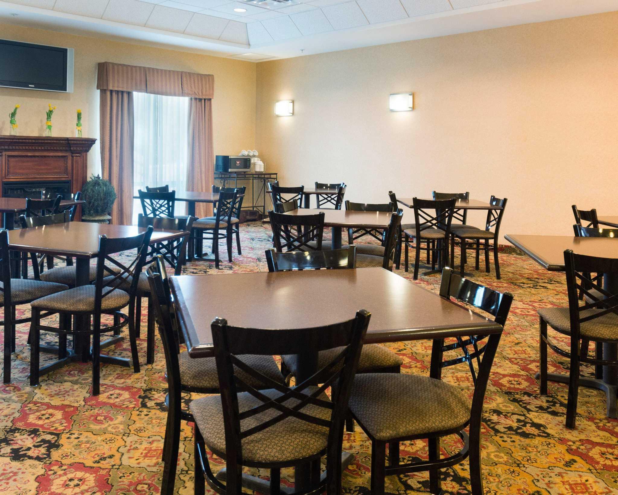 Comfort Suites Fredericksburg North image 18