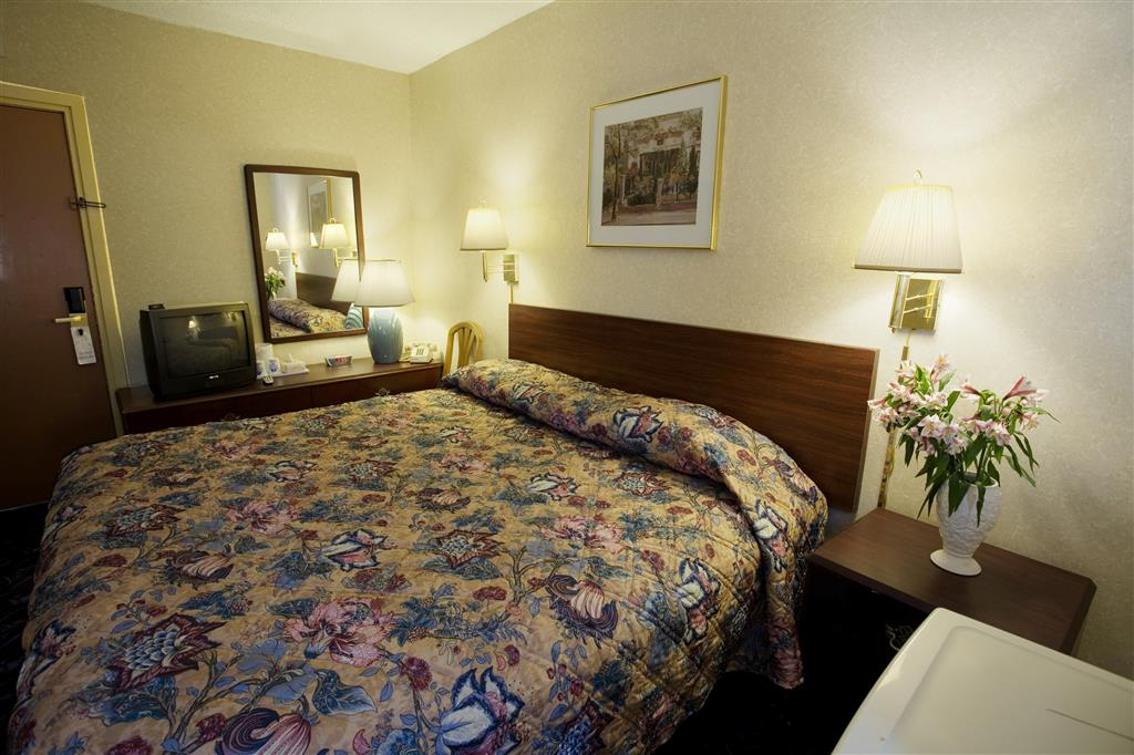 Americas Best Value Inn - Detroit/Dearborn image 7