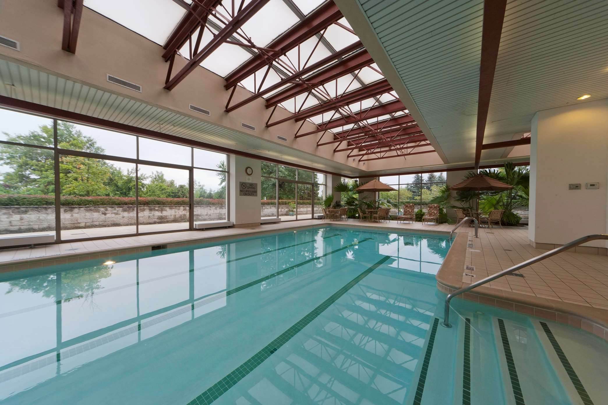 Embassy Suites by Hilton Detroit Troy Auburn Hills image 8