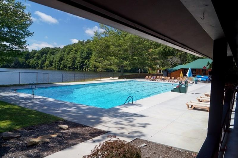 Linville Land Harbor offers a wonderful recreation center complete with pool.  During the summer, residents can participate in the full schedule of activities from sun rise til dark.  In addition to t