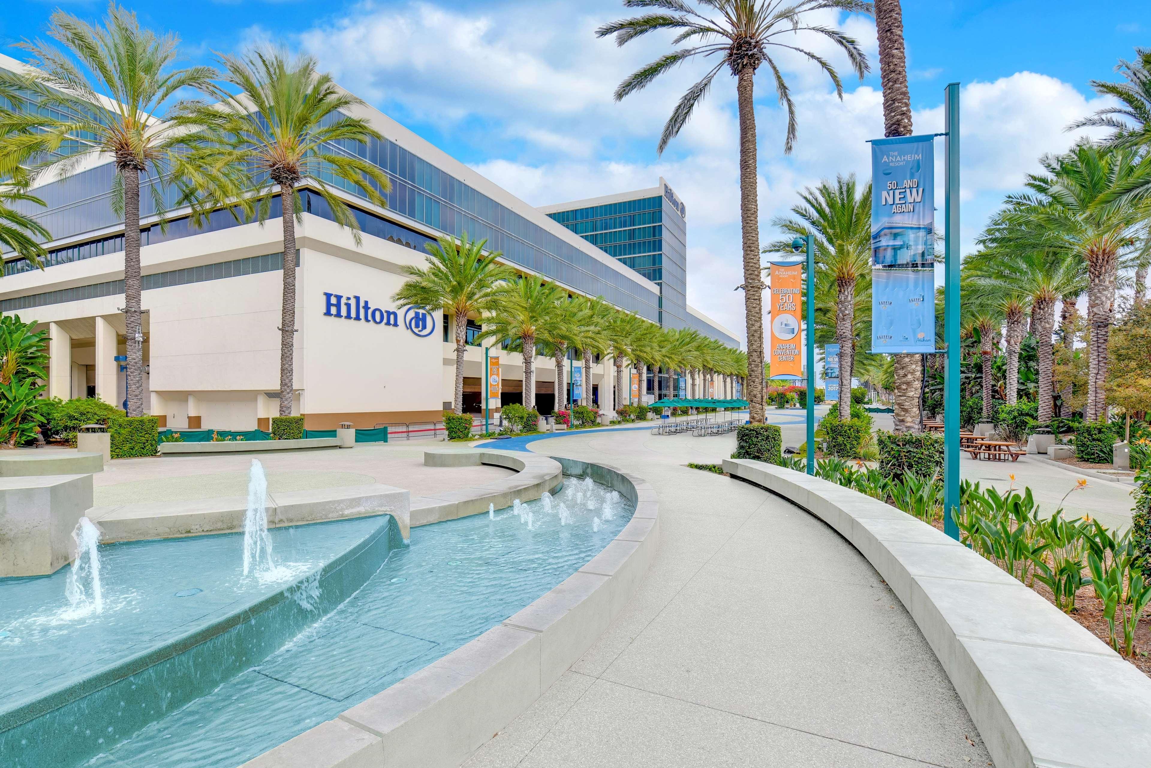 Hilton Anaheim 777 W Convention Way