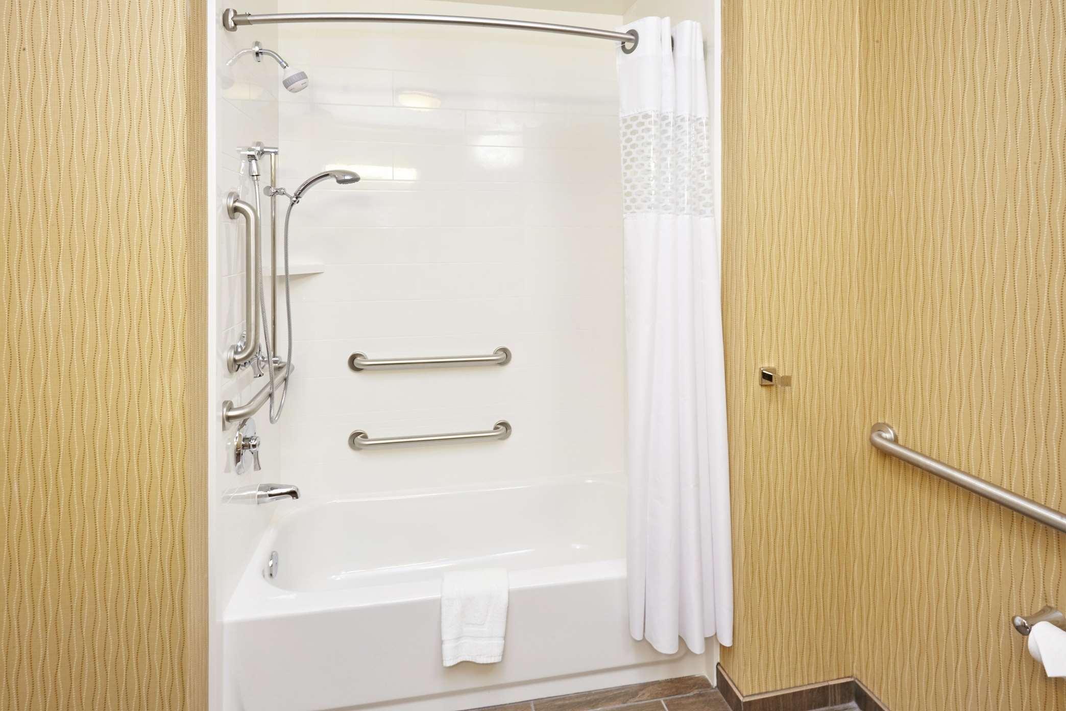 Hampton Inn & Suites Milwaukee/Franklin image 28