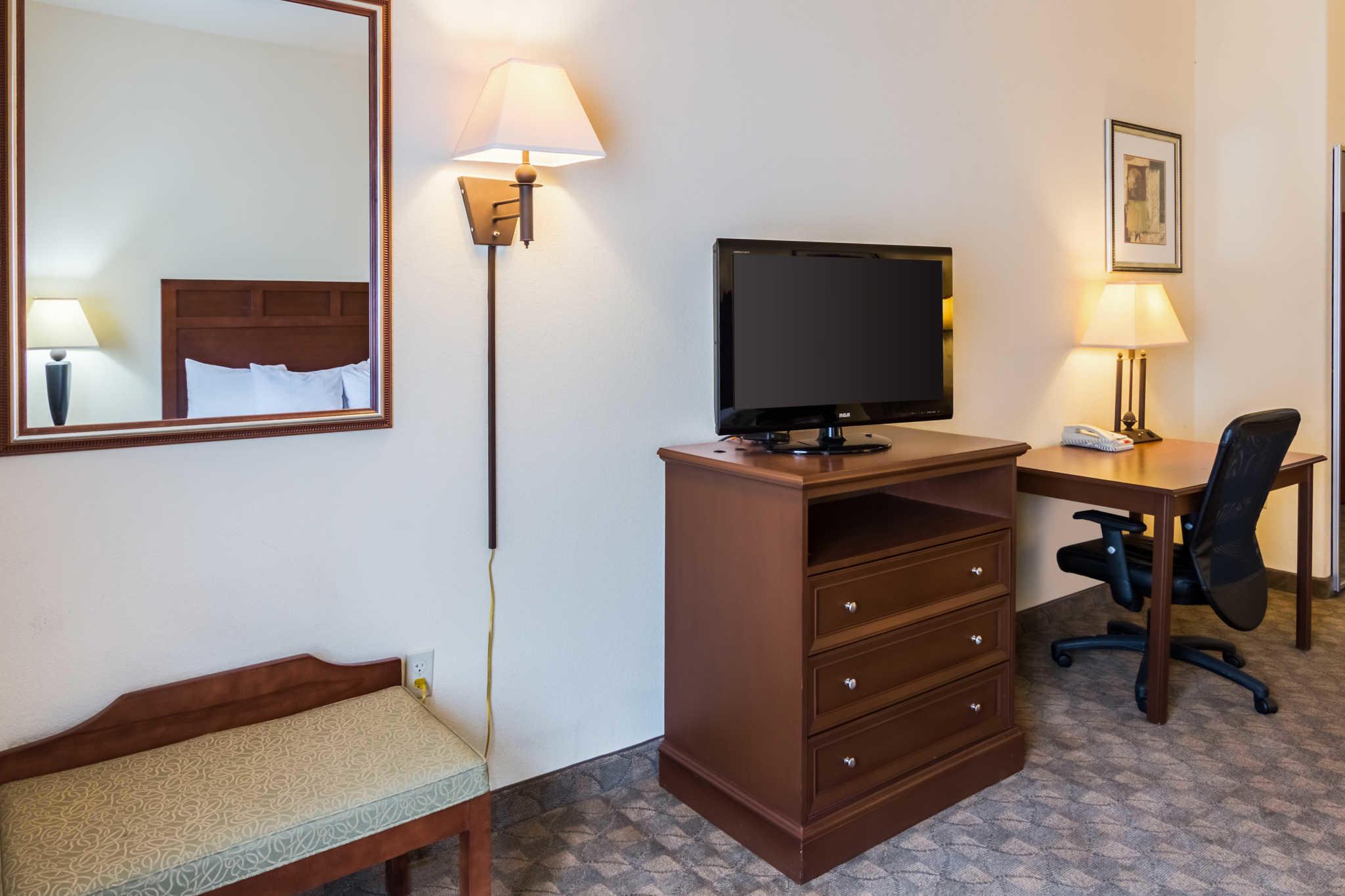 Comfort Inn & Suites near Comanche Peak image 6