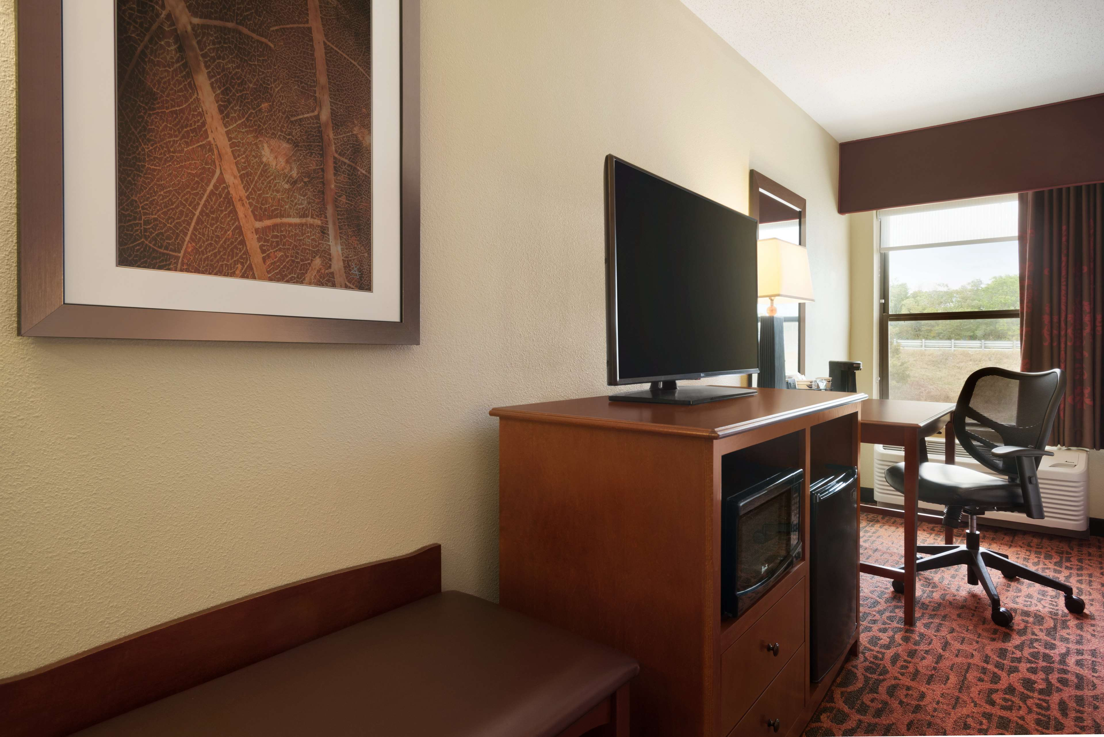 Hampton Inn Battle Creek image 14