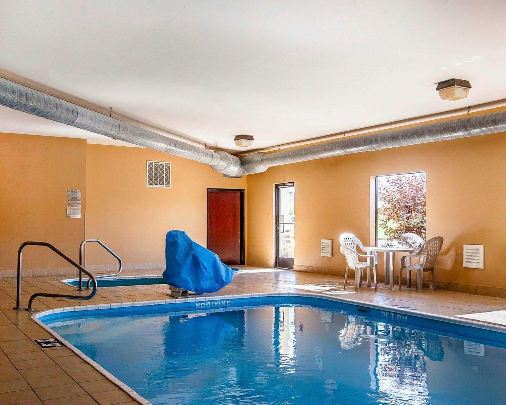 Comfort Suites Jackson-Cape Girardeau image 15