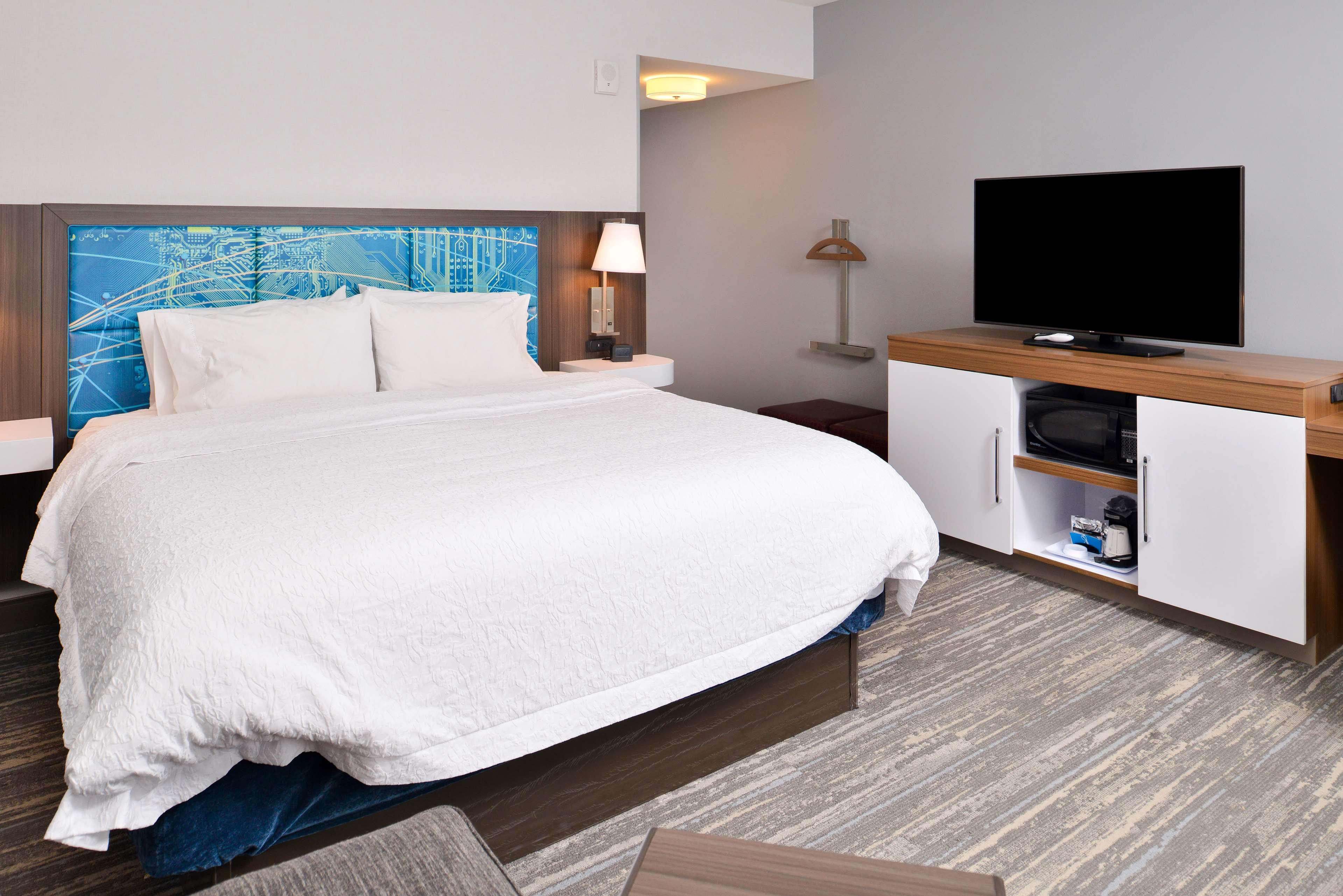 Hampton Inn & Suites St. Paul Oakdale/Woodbury image 32